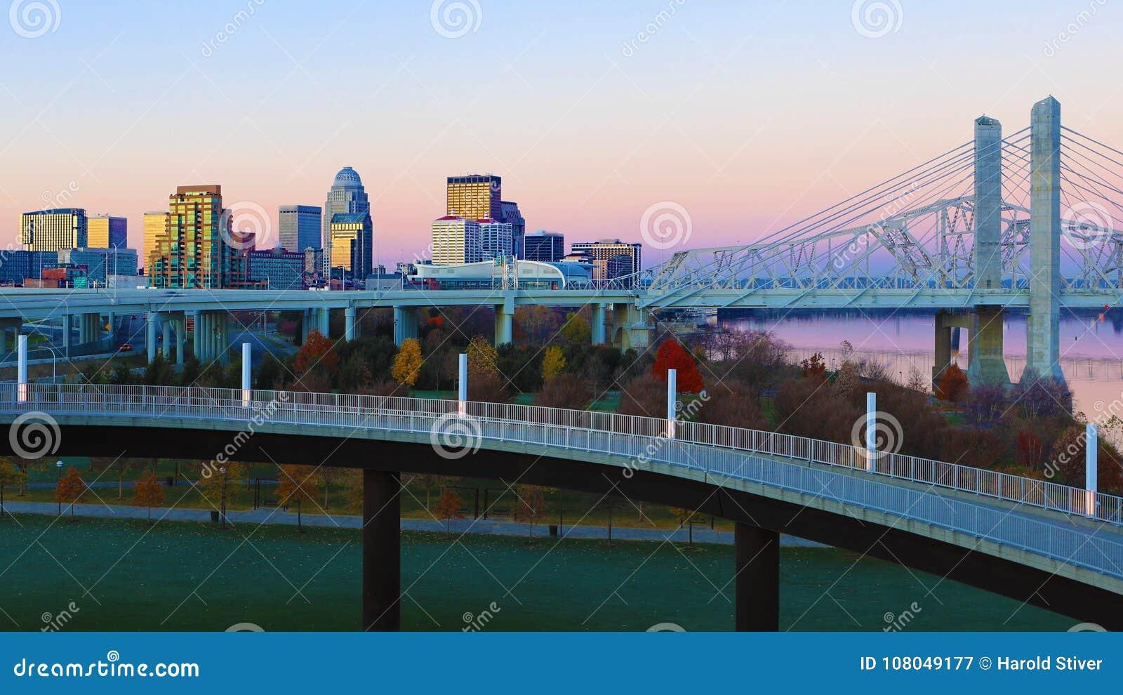 Kentucky Louisville linia horyzontu wschód słońca