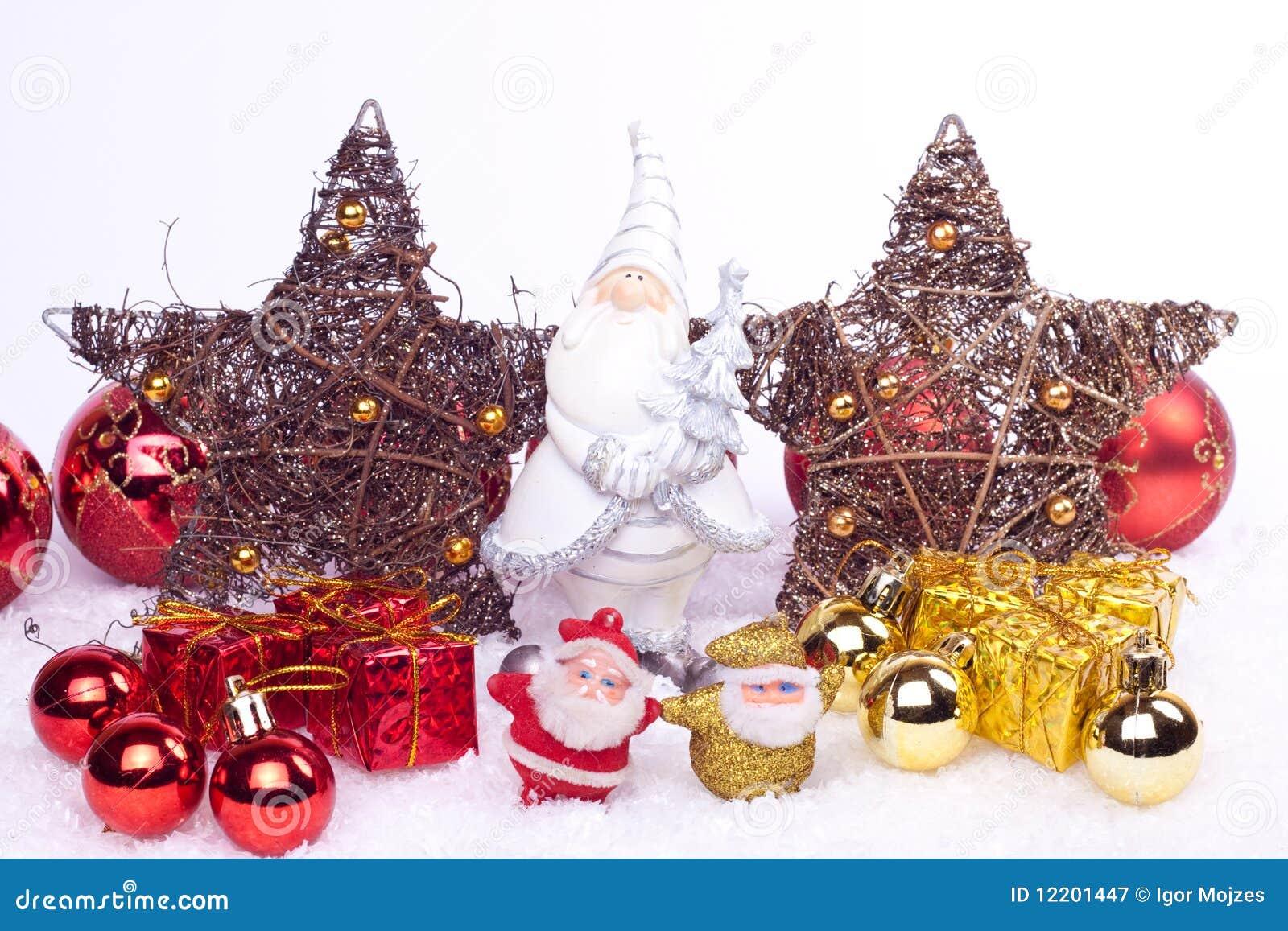 Keramische Sankt-Abbildung mit Weihnachtsverzierungen