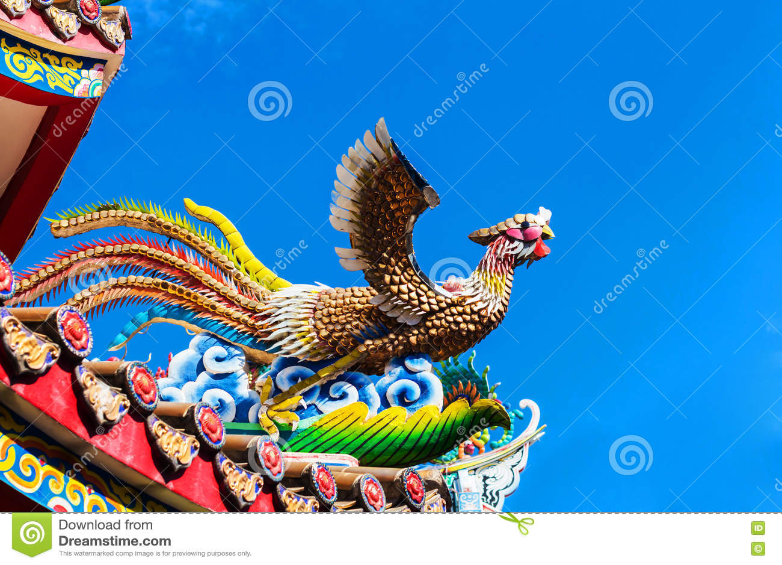 Keramischer Feuervogel auf dem Dach des Chinesen