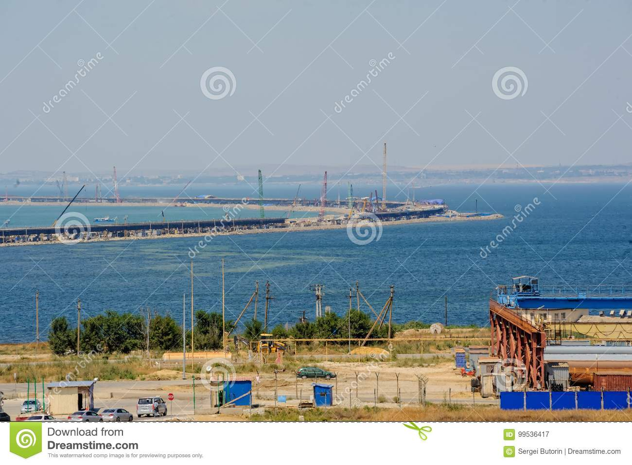 How does the construction of the Kerch bridge affect the economy of the Crimea 62
