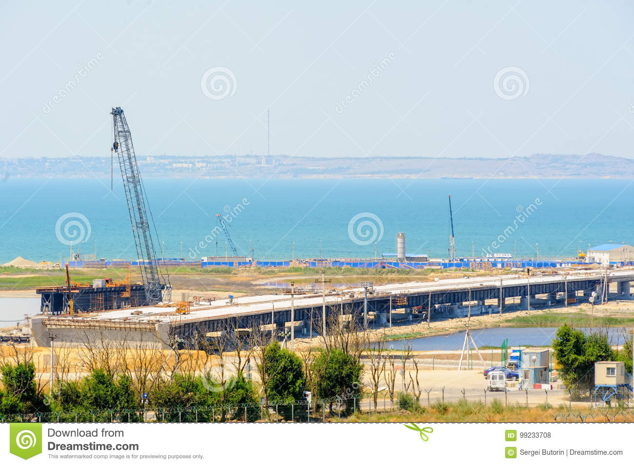 How does the construction of the Kerch bridge affect the economy of the Crimea 74