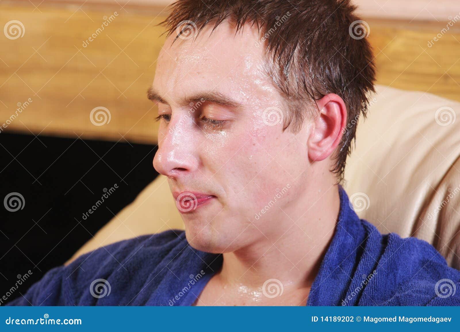 Kerel die met zweet druipt
