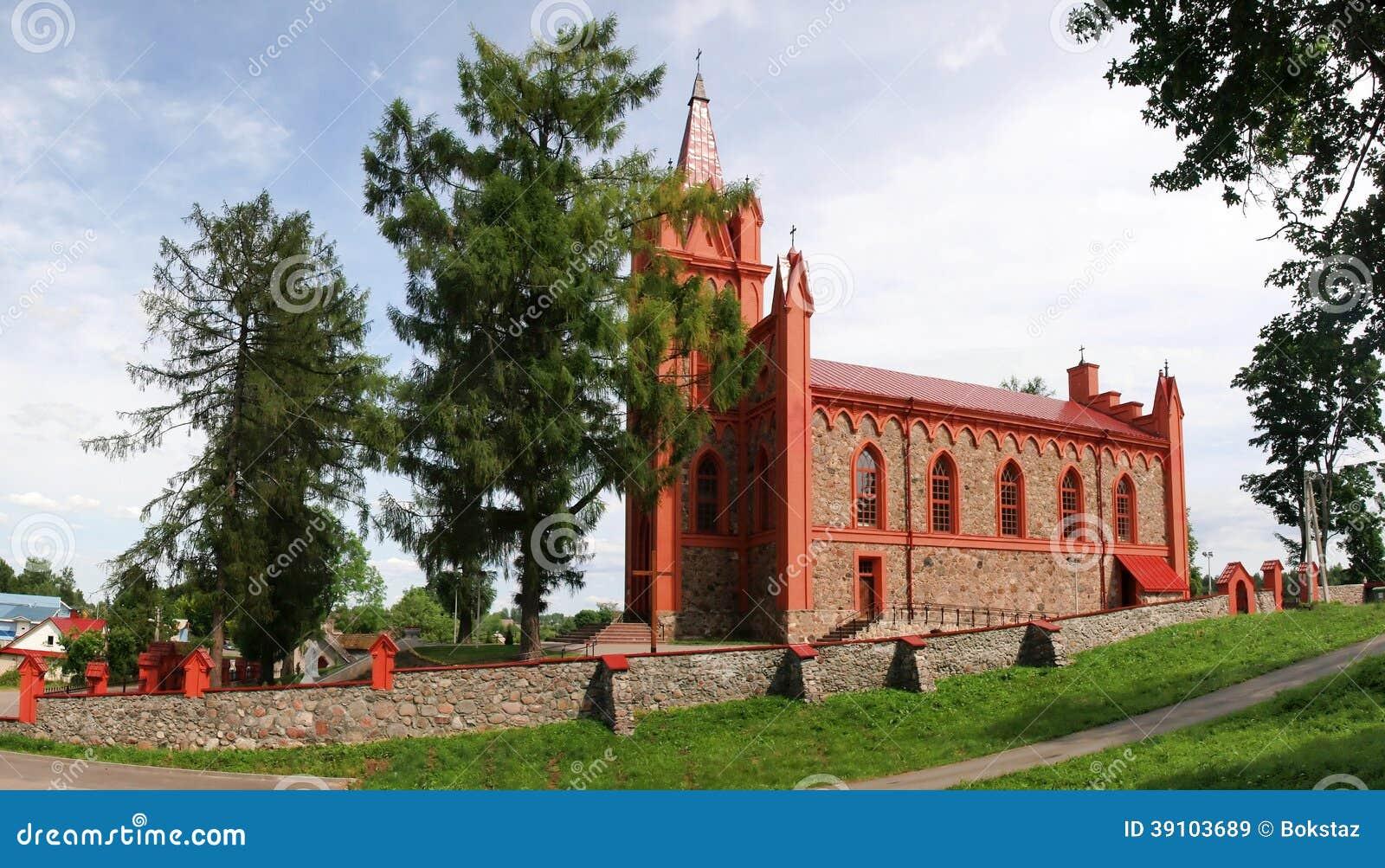 Kerk in Dukstos dichtbij Vilnius