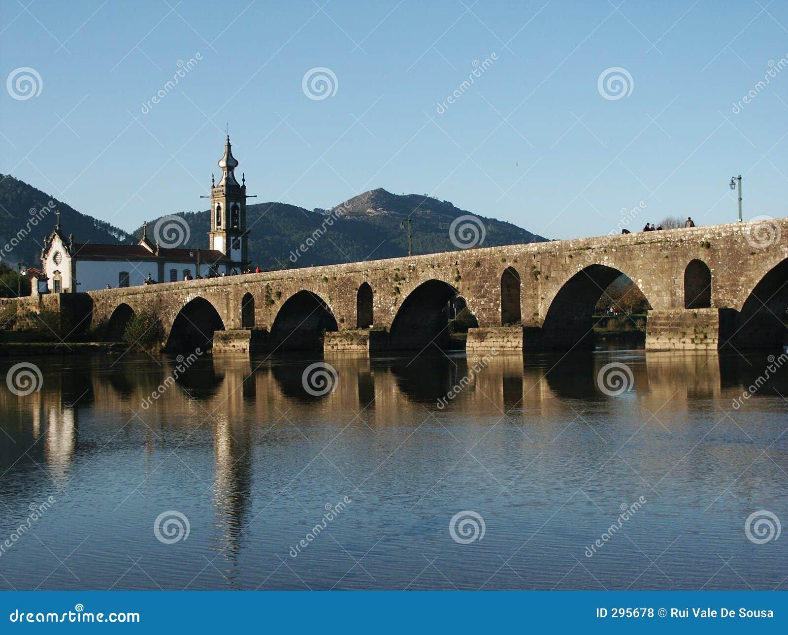 Kerk en brug