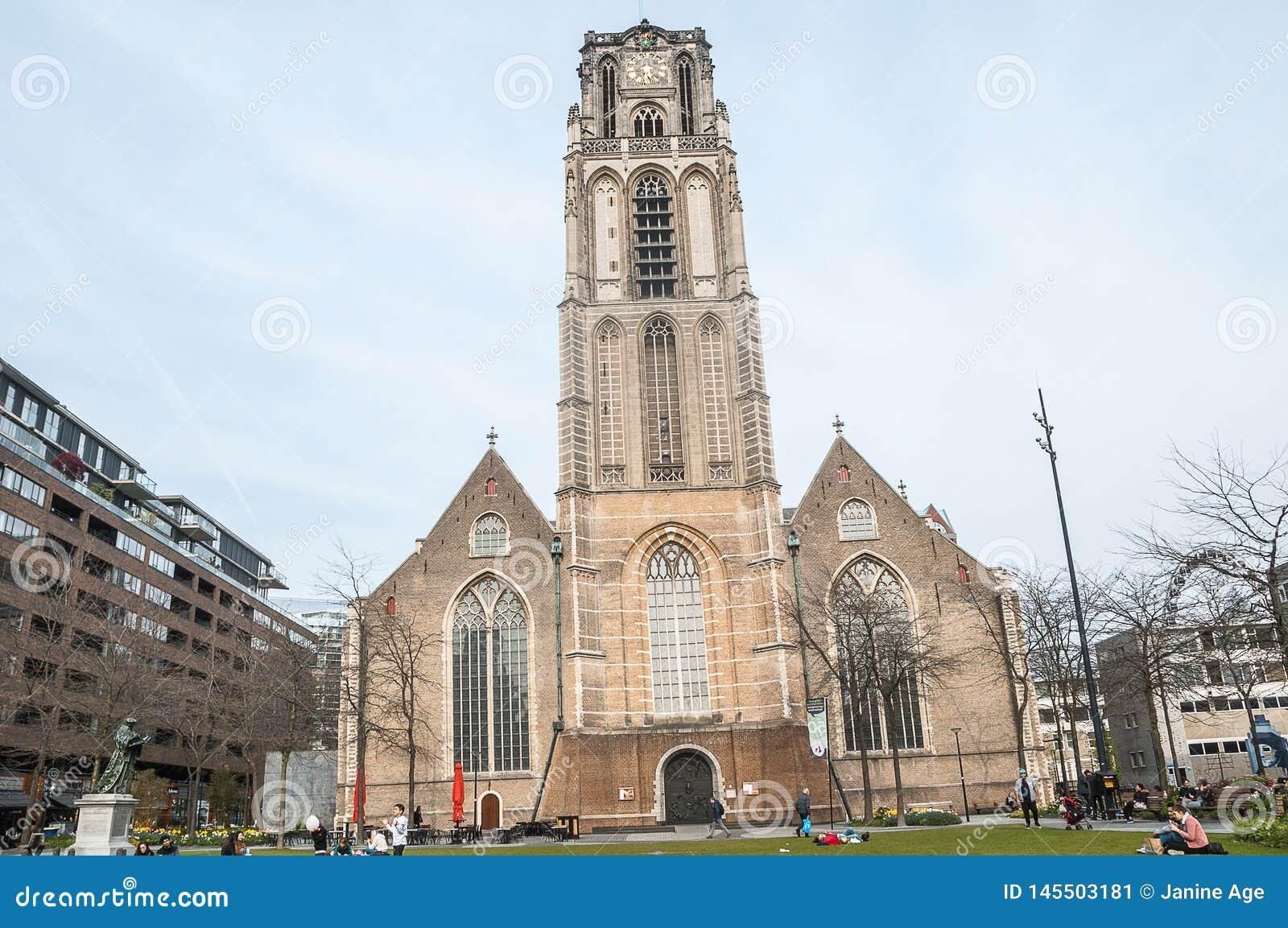 Kerk in het midden van de stad