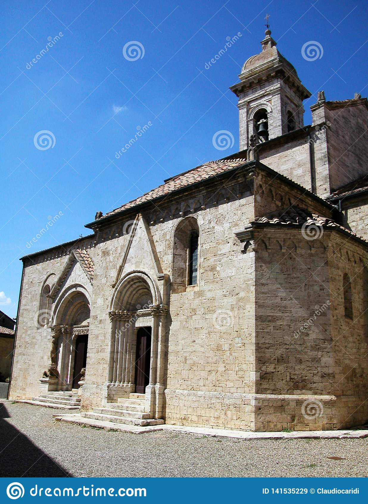 Kerk van Heiligen Quirico en Giulitta in San Quirico D 'Orcia, Toscanië, Italië