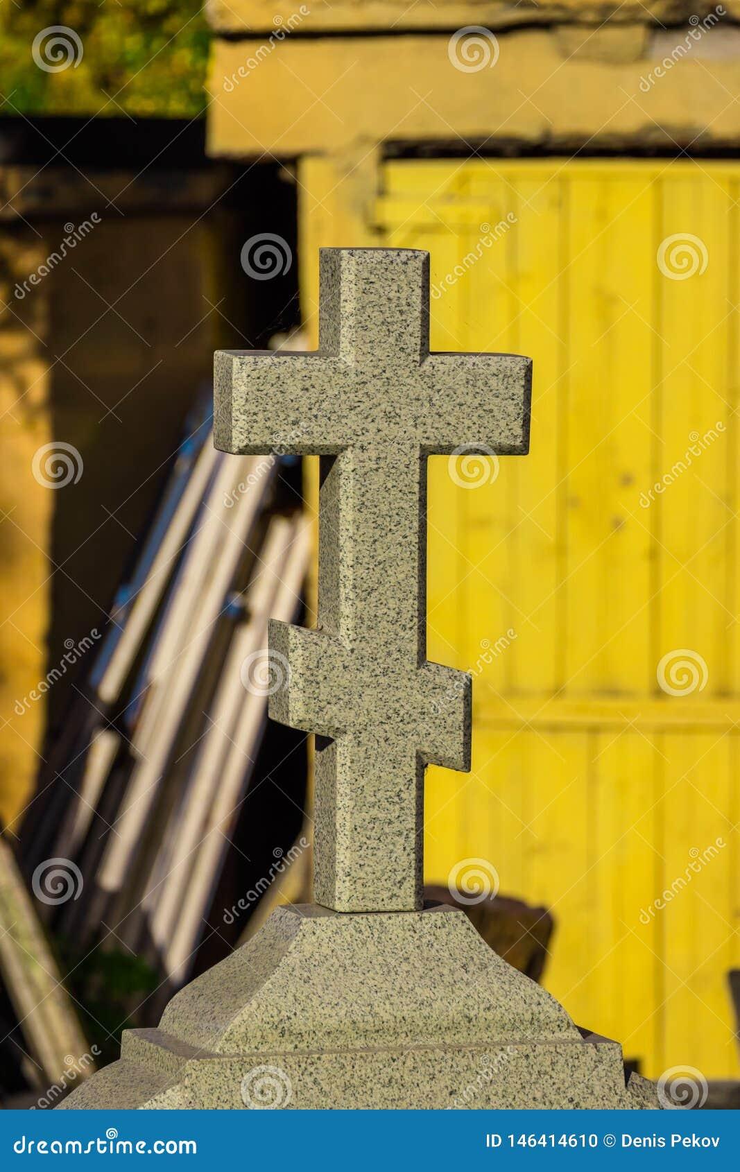 Kerkkruis op een grafsteen