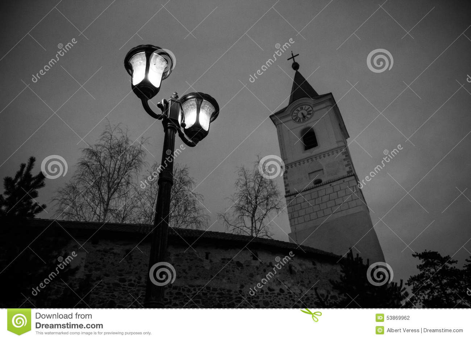 Kerktoren en straatlantaarn II