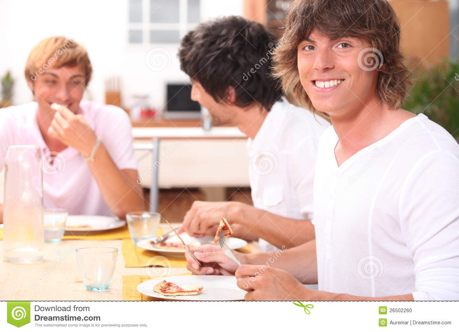 Kerle, die Speck essen