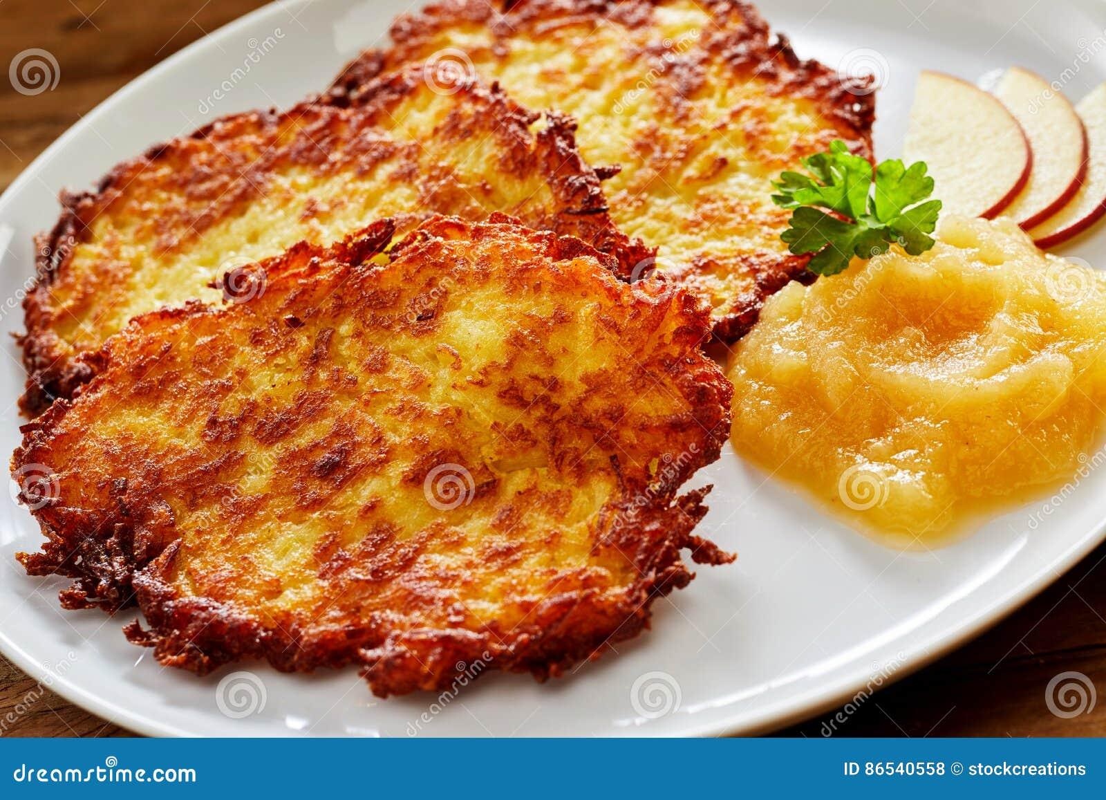 Kernachtig Fried Potato Rosti Served met Appelmoes