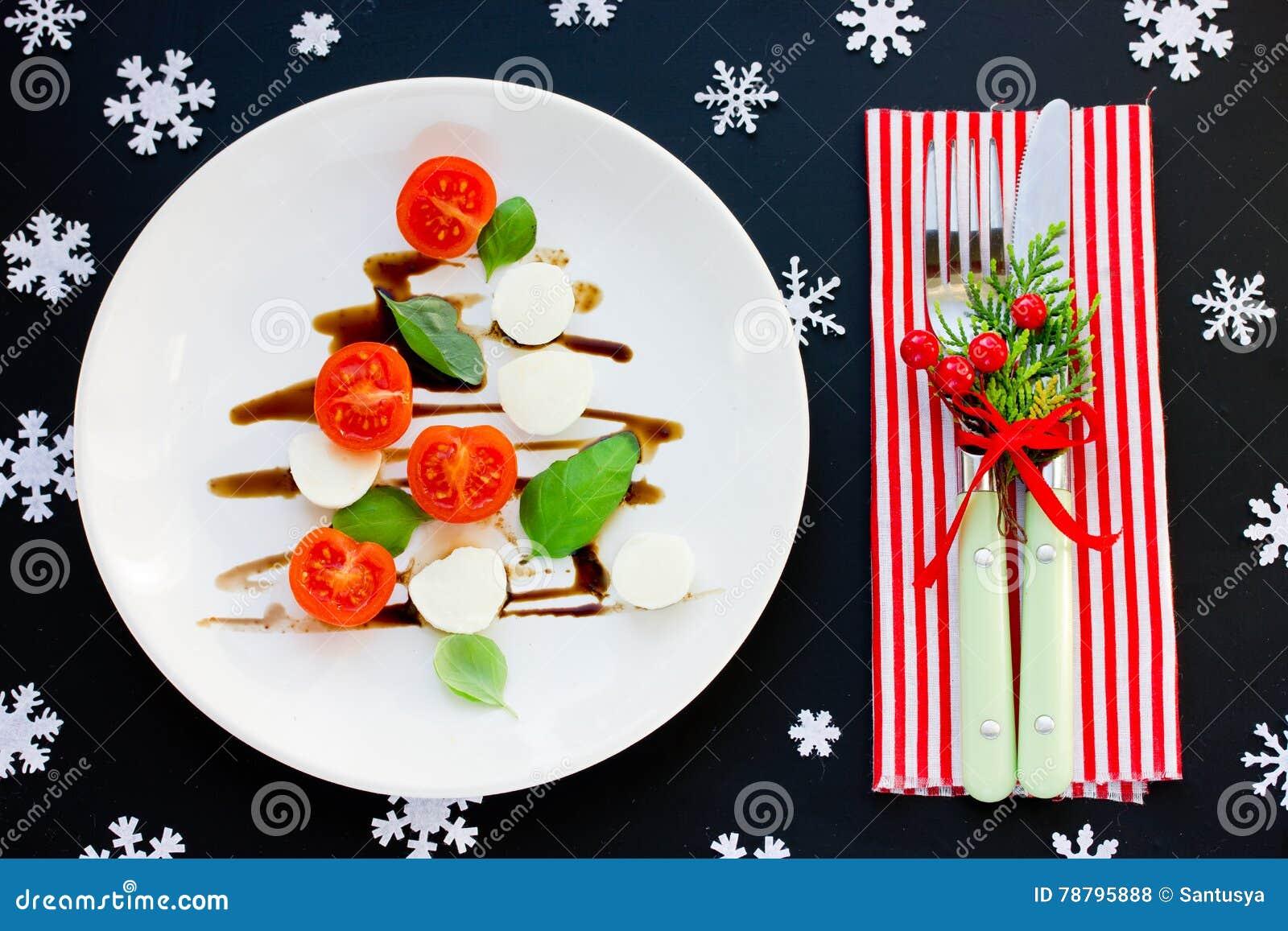 Kerstboom caprese salade feestelijk voorgerecht kerstmislijst