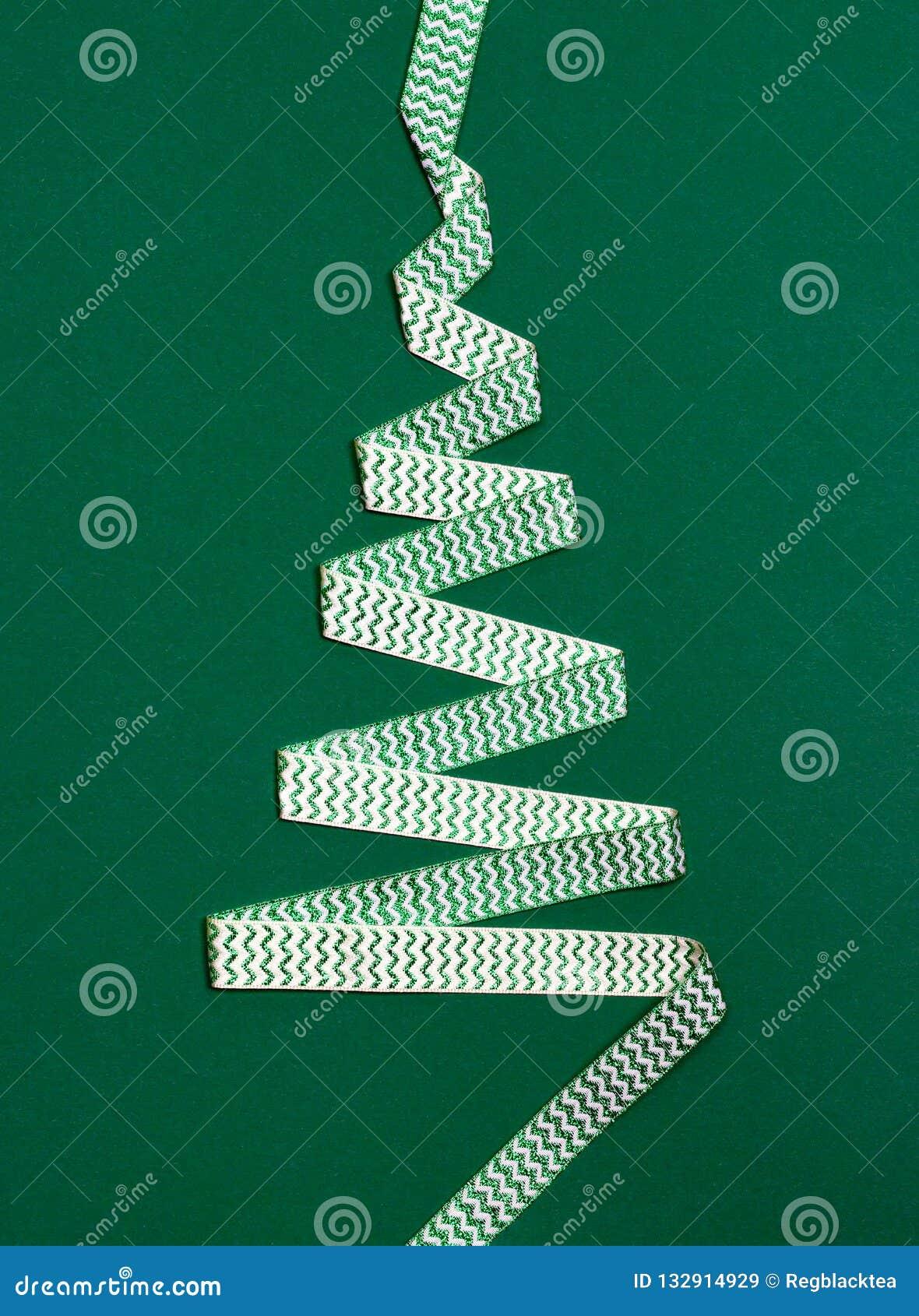 Kerstboom die van Lint wordt gemaakt