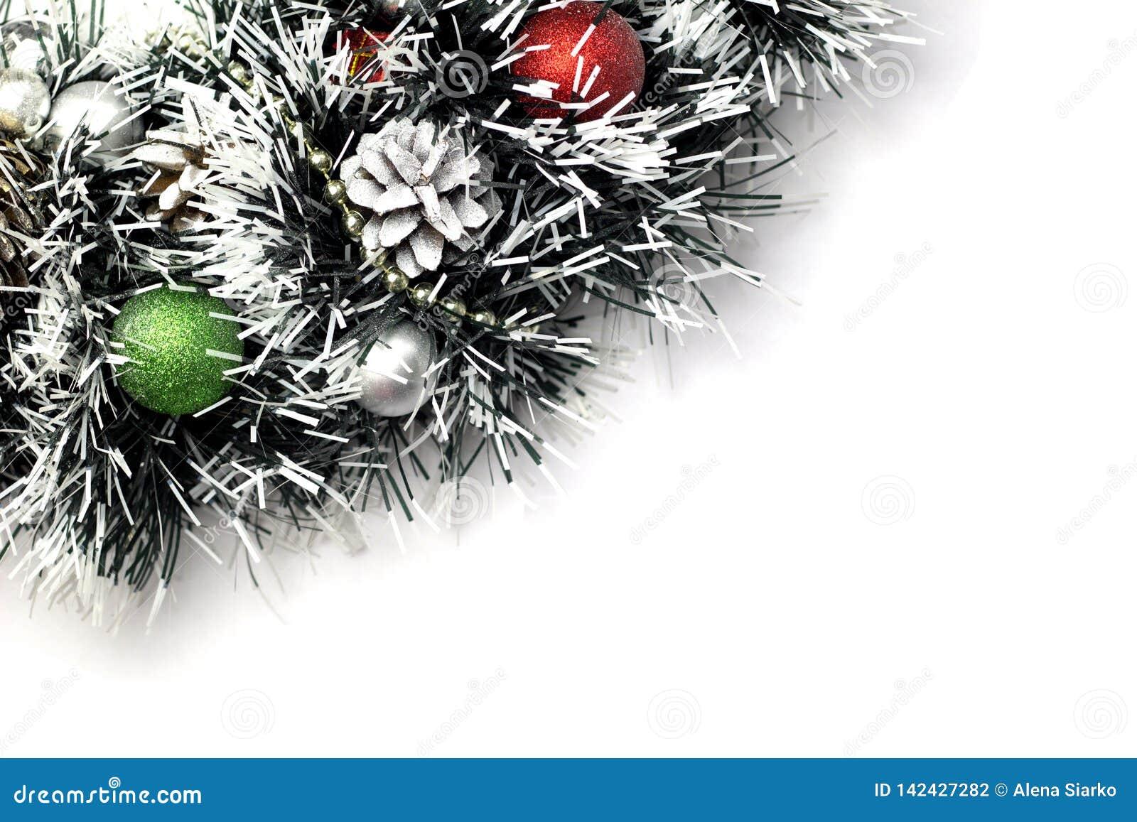 Kerstboom met baldecoratie Geïsoleerde