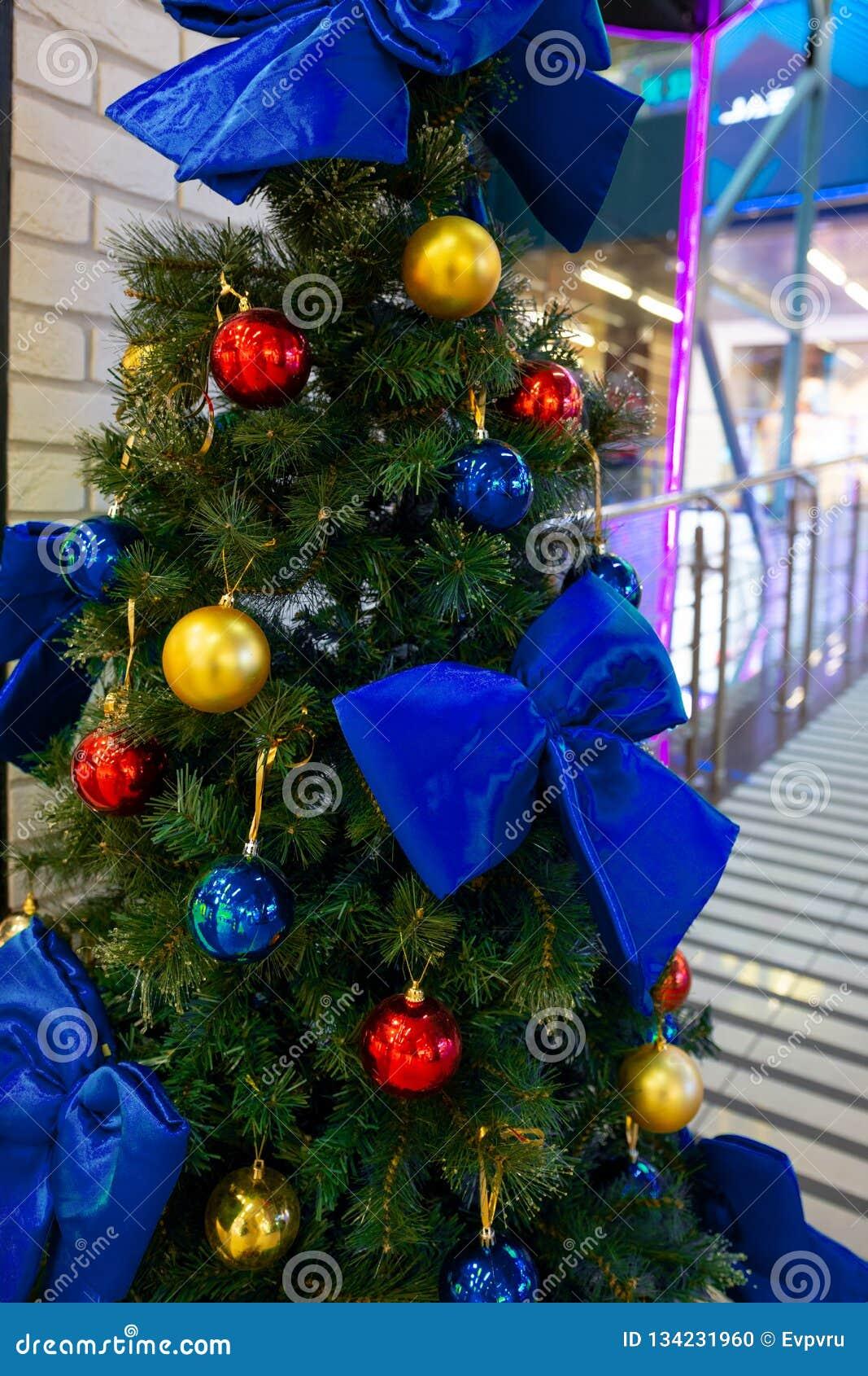 Kerstboom met decoratie