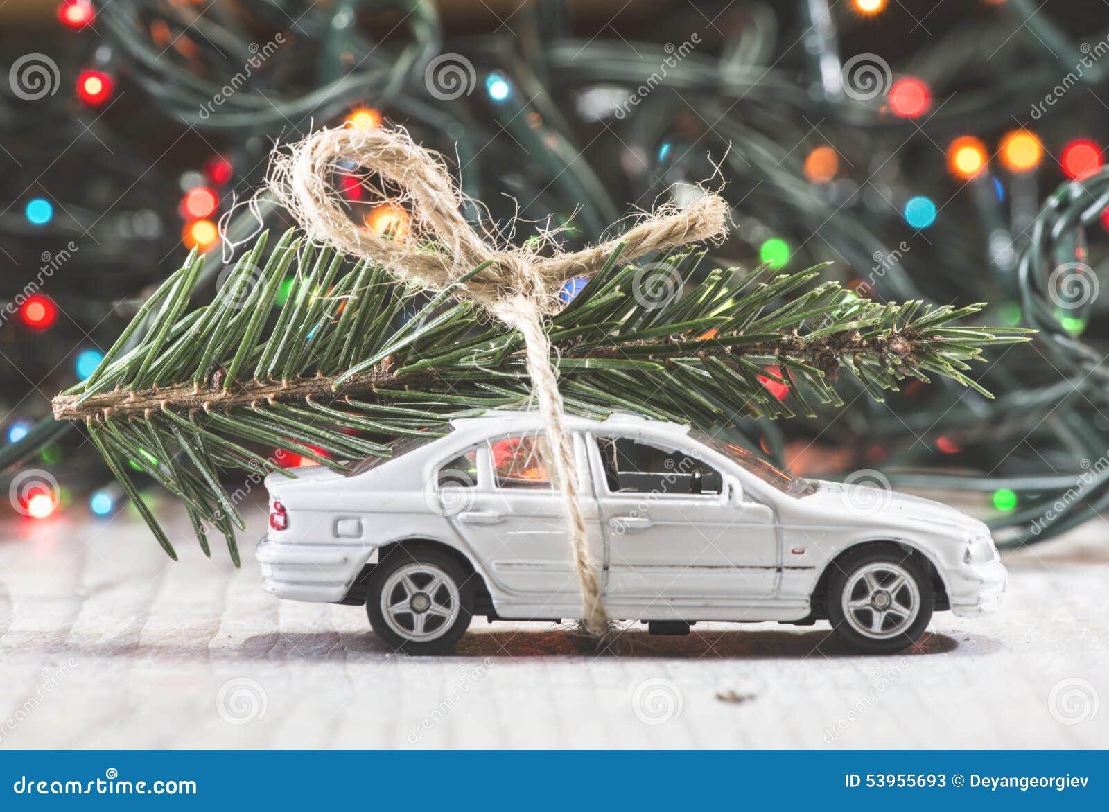 Kerstboom Op Auto Stock Afbeelding Image Of Auto Nieuw 53955693