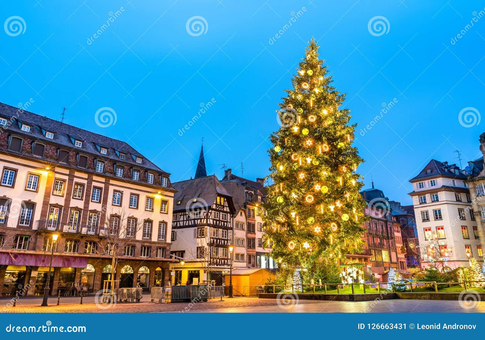 Kerstboom op Plaats Kleber in Straatsburg, Frankrijk