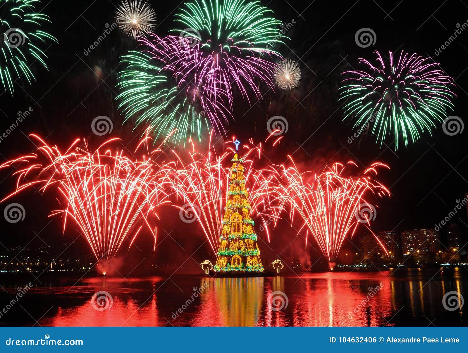Download Kerstboom Van Rodrigo De Freitas Lagoon Redactionele Foto - Afbeelding bestaande uit kerstmis, stad: 104632406
