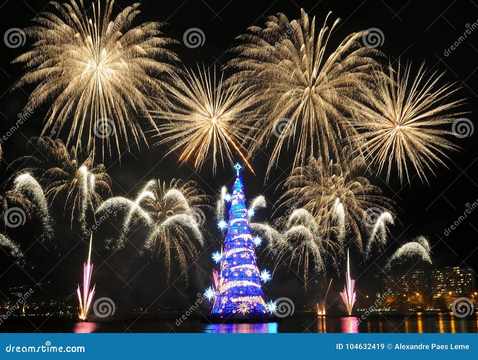 Download Kerstboom Van Rodrigo De Freitas Lagoon Redactionele Stock Afbeelding - Afbeelding bestaande uit branden, november: 104632419