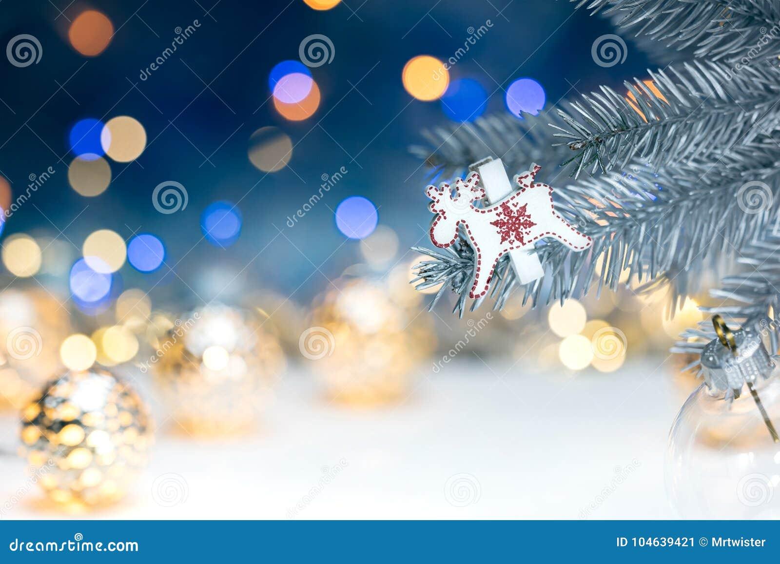 Download Kerstboomdecoratie Op Spartak Tegen Vage Backgro Stock Afbeelding - Afbeelding bestaande uit licht, kerstmis: 104639421
