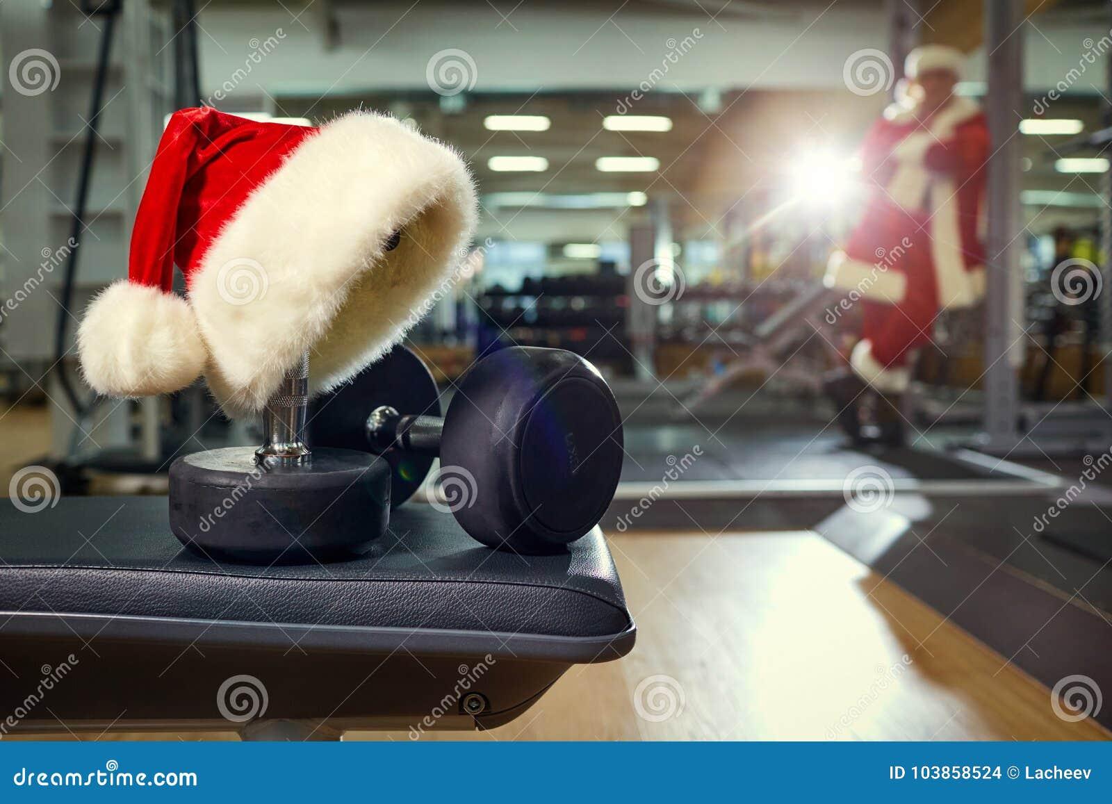 Kerstman` s hoed in de gymnastiek