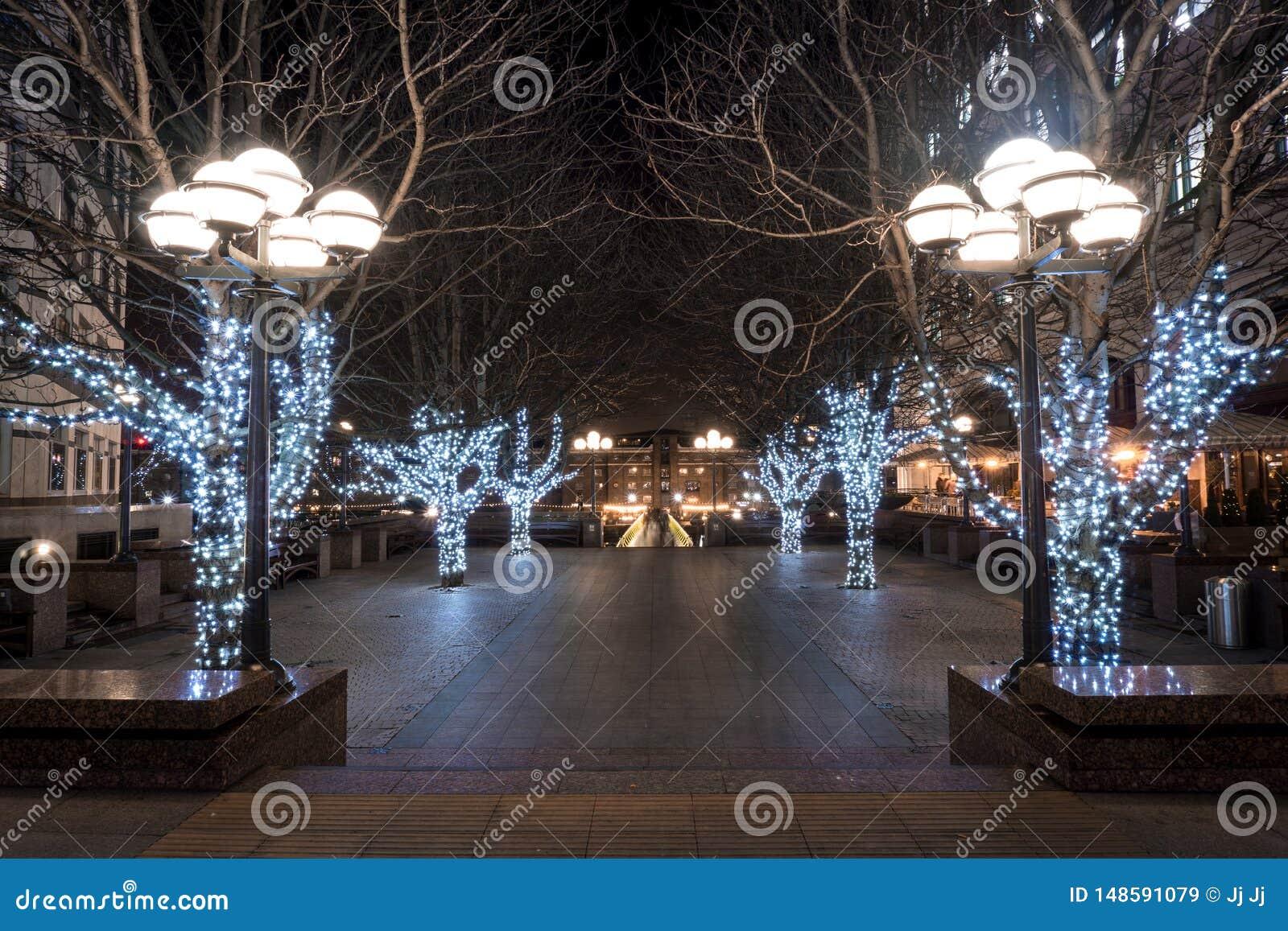 Kerstmis is aan dit vierkant in Canary Wharf aangekomen