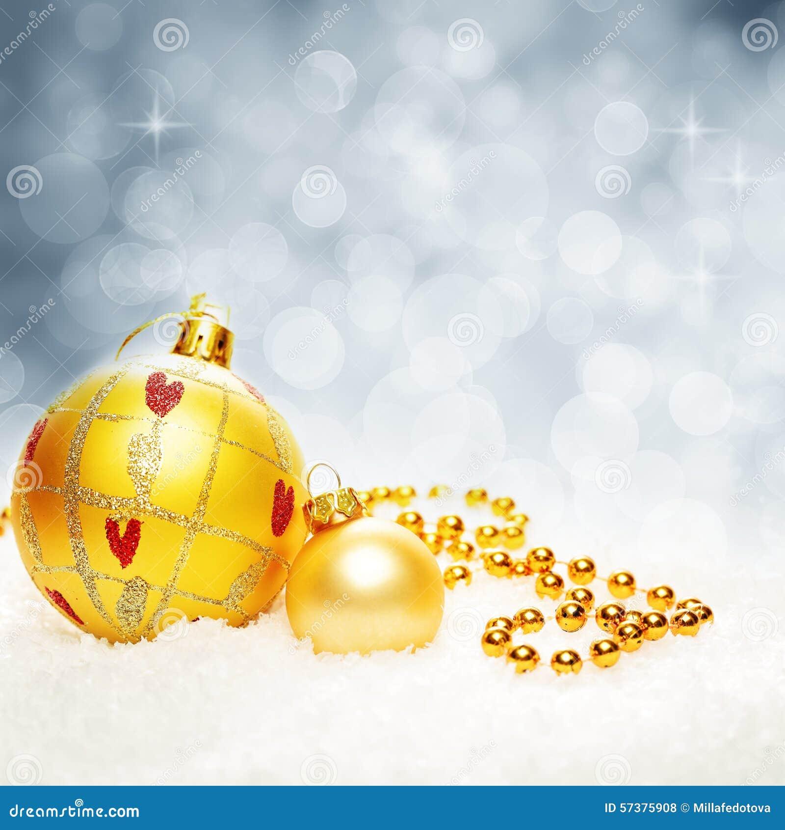 Kerstmis fonkelde Bokeh-Achtergrond met Kerstmisballen en Sneeuw
