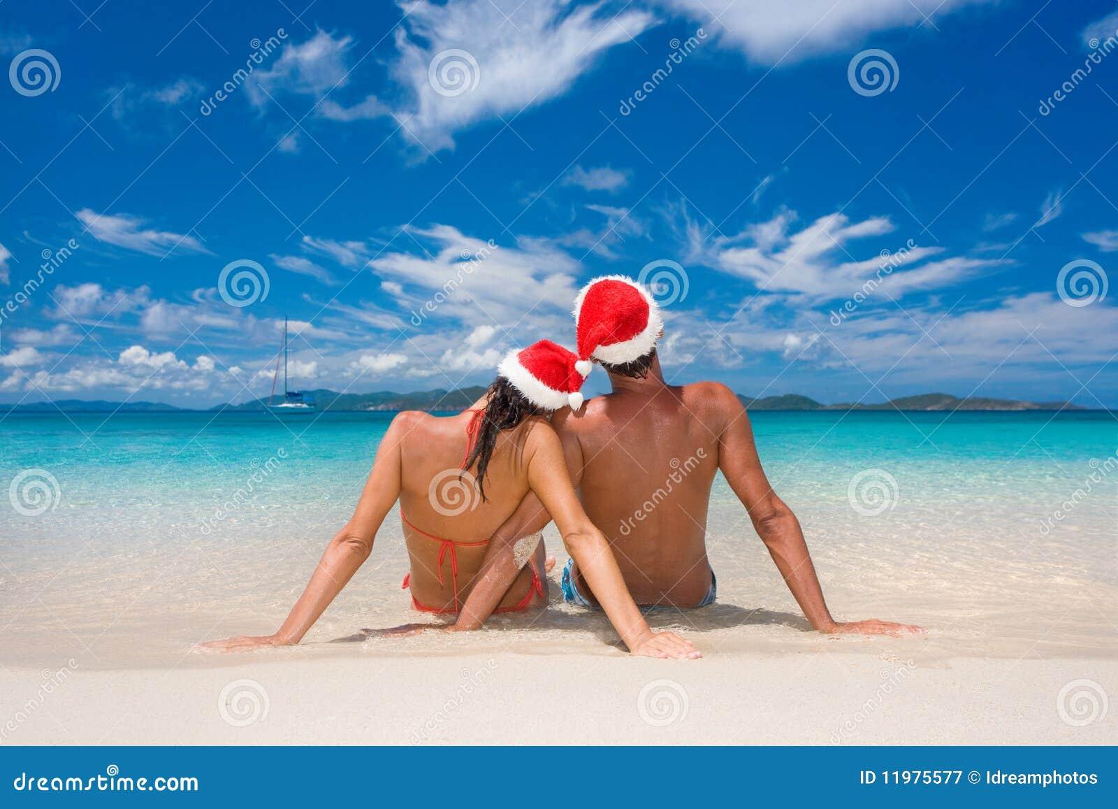 Kerstmis tropisch strand van het paar