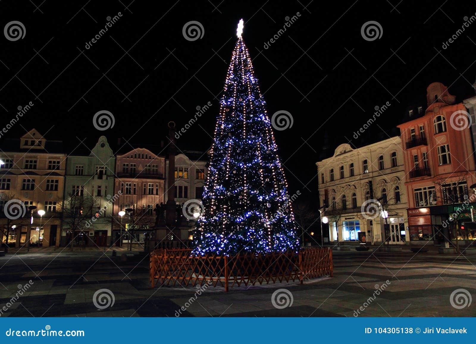 Kerstmisboom in de stad van Ostrava