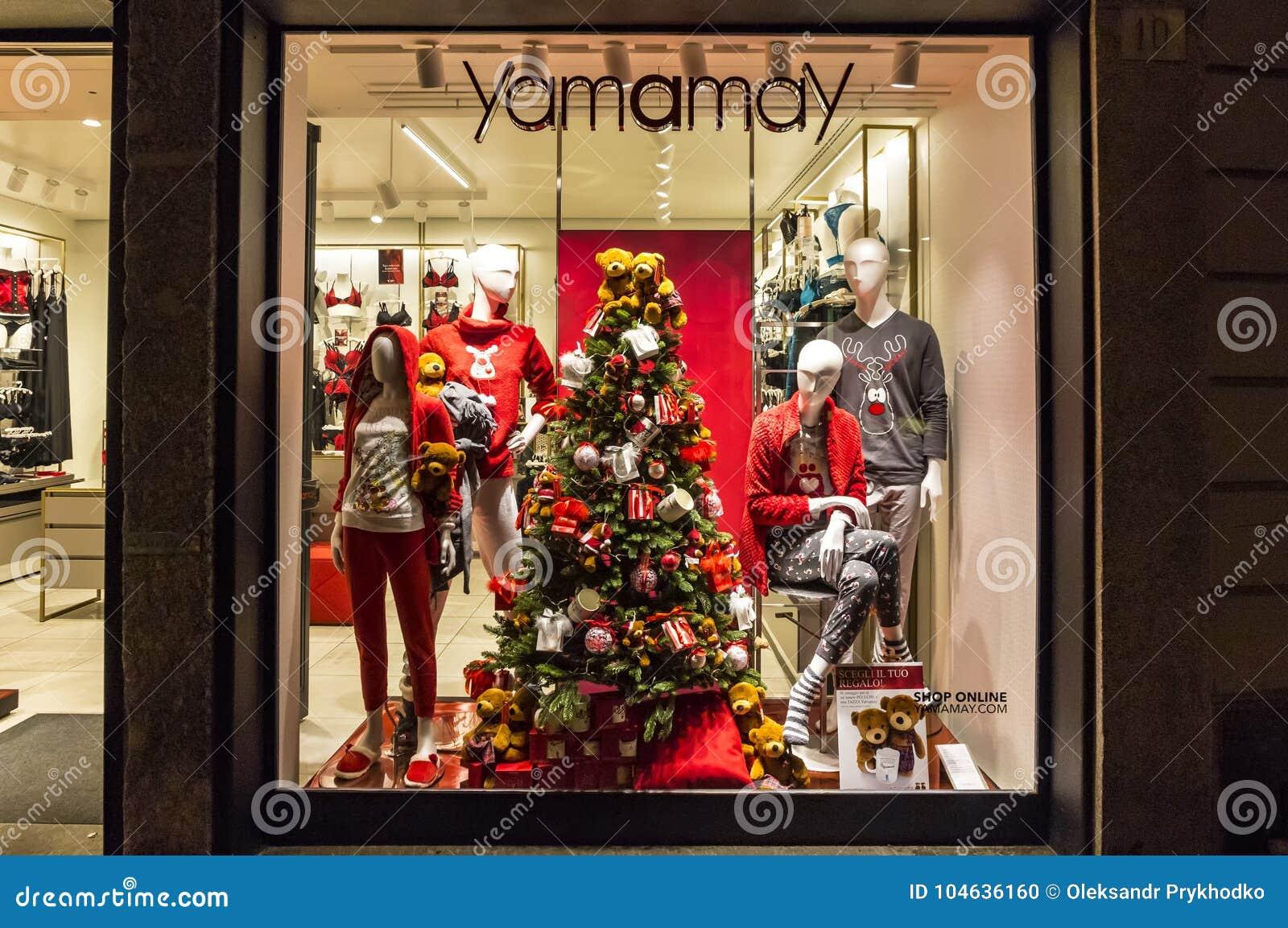 Download Kerstmisdecoratie Van Manierboutique Yamamay Redactionele Afbeelding - Afbeelding bestaande uit stad, boutique: 104636160
