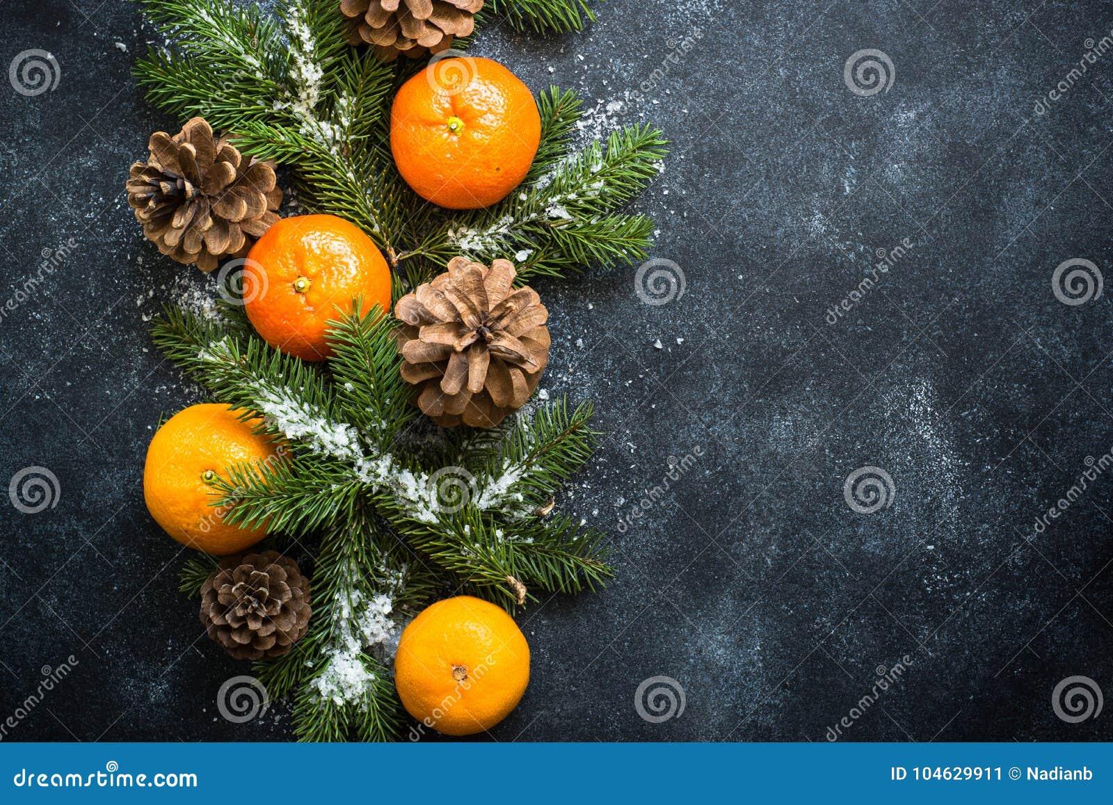 Download Kerstmiskruiden en noten stock afbeelding. Afbeelding bestaande uit voedsel - 104629911