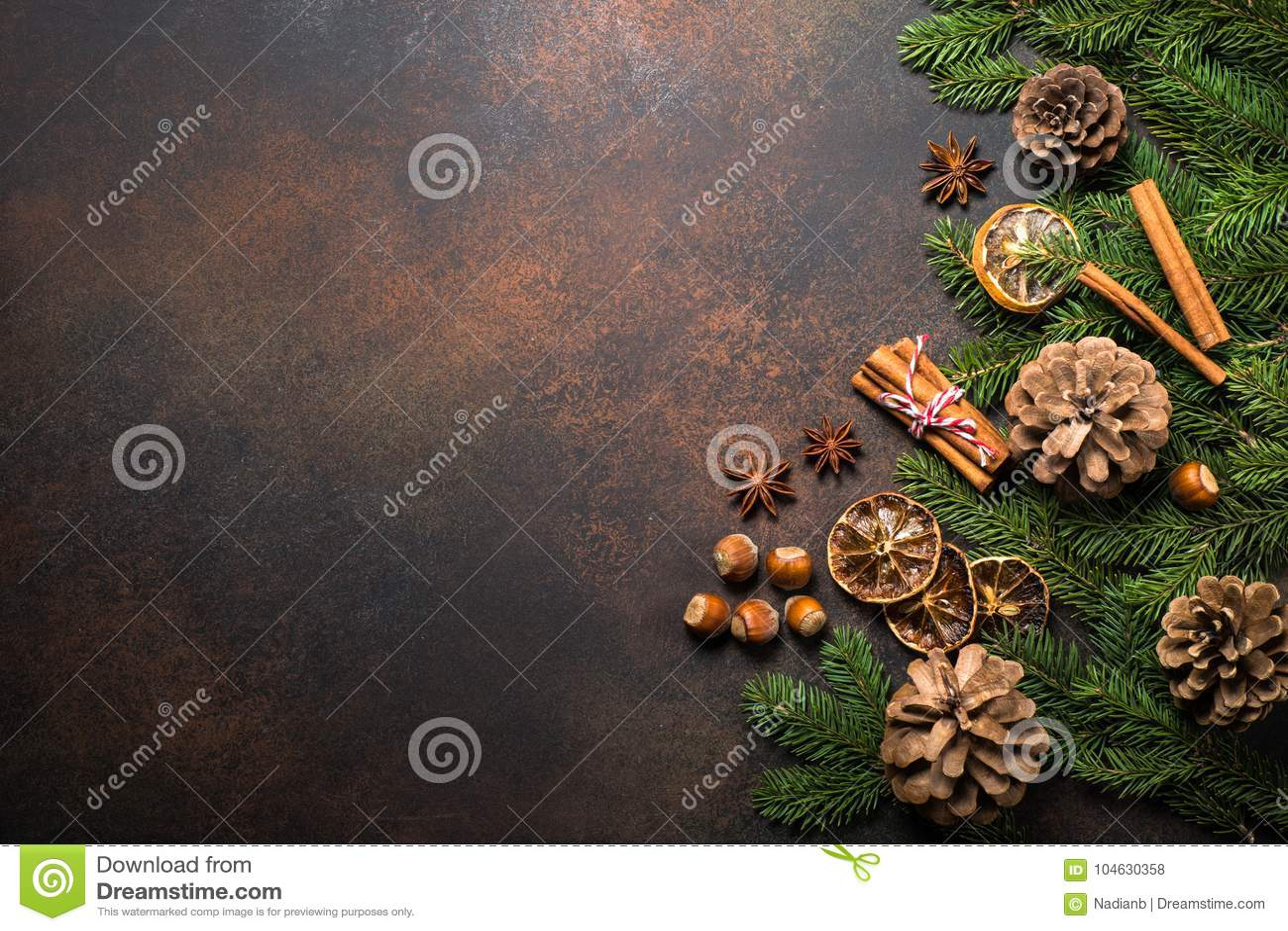 Download Kerstmiskruiden en noten stock foto. Afbeelding bestaande uit kaart - 104630358