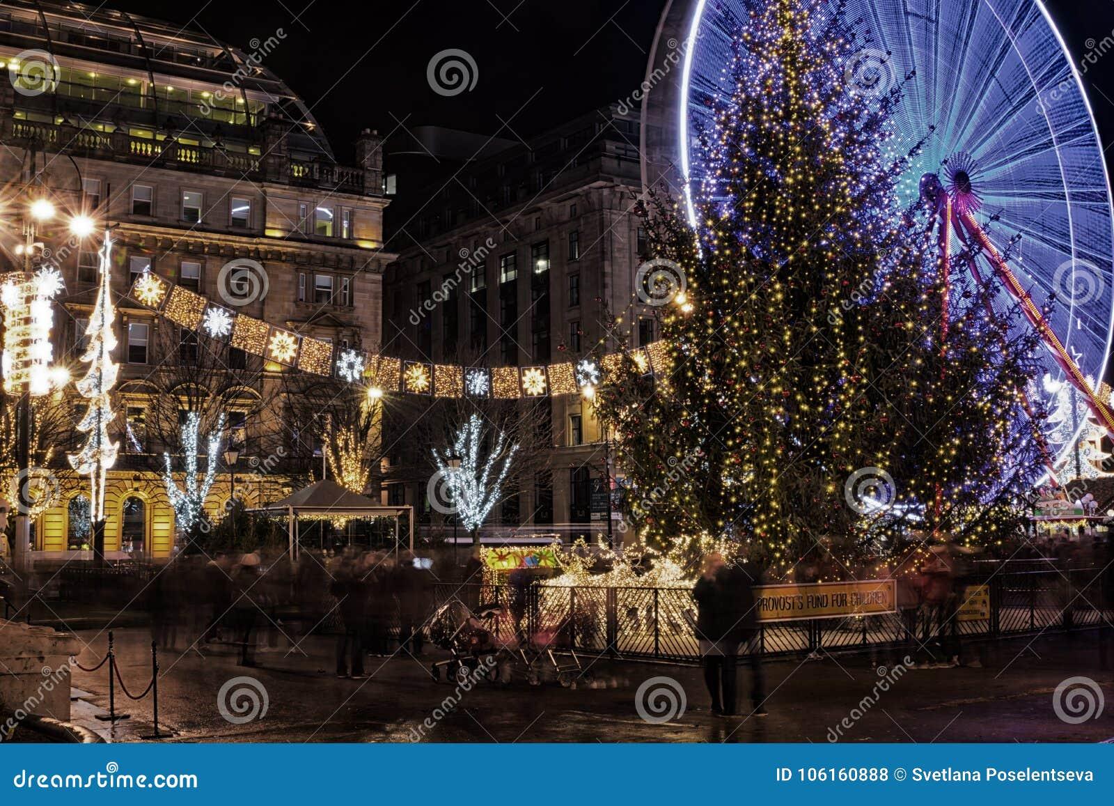 Kerstmislichten, Kerstboom en Kerstmismarkt in George