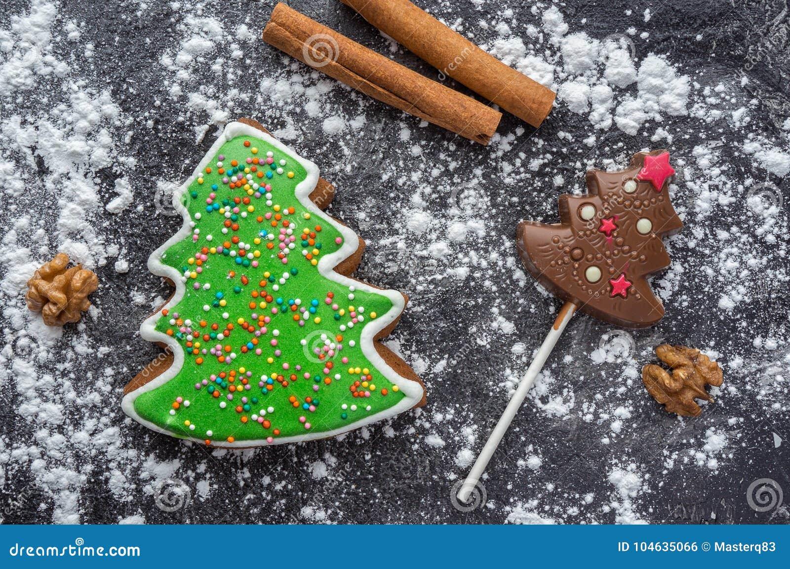 Download Kerstmispeperkoek En De Chocolade Van De Sparvorm Stock Foto - Afbeelding bestaande uit brood, hierboven: 104635066