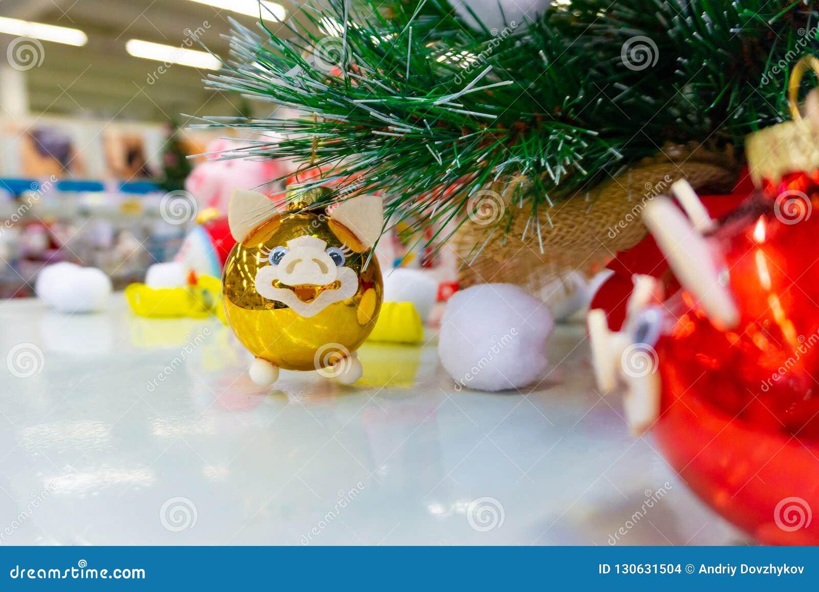 Kerstmisstuk speelgoed varkens voor Kerstmis, de kroon van het Nieuwjaar
