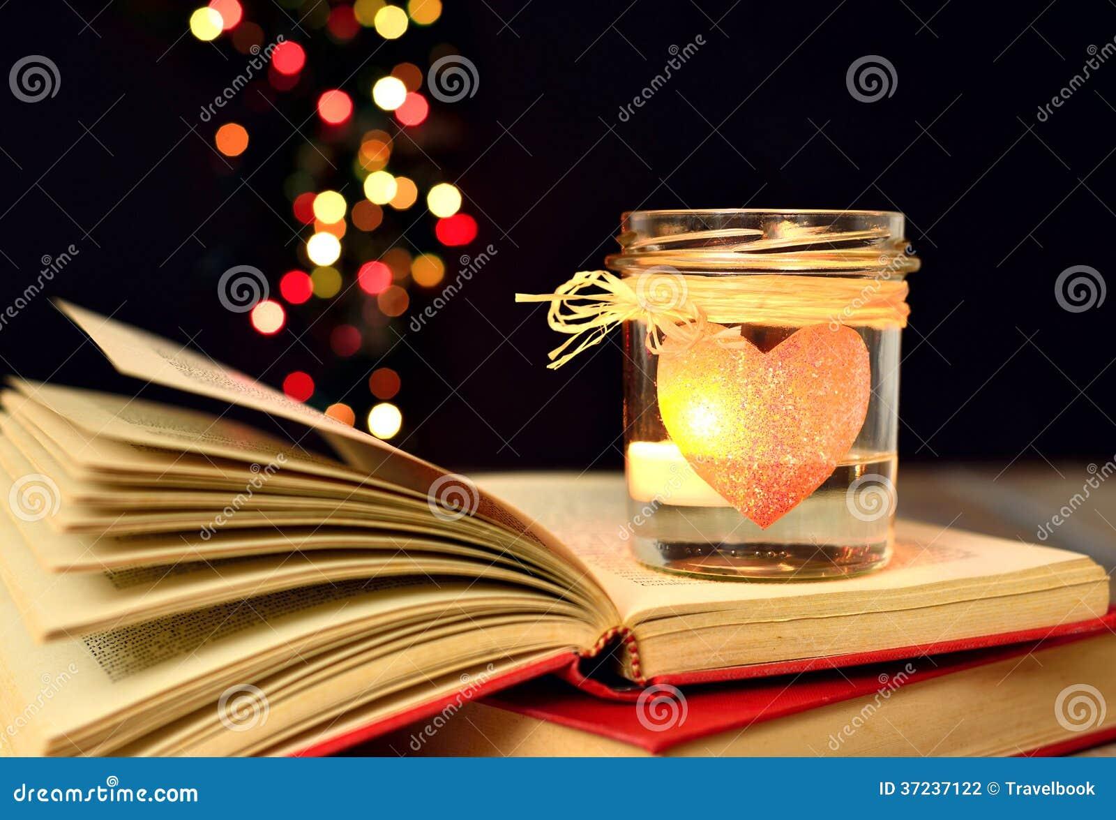 Kerze und Bücher, Träume, Liebe, Magie