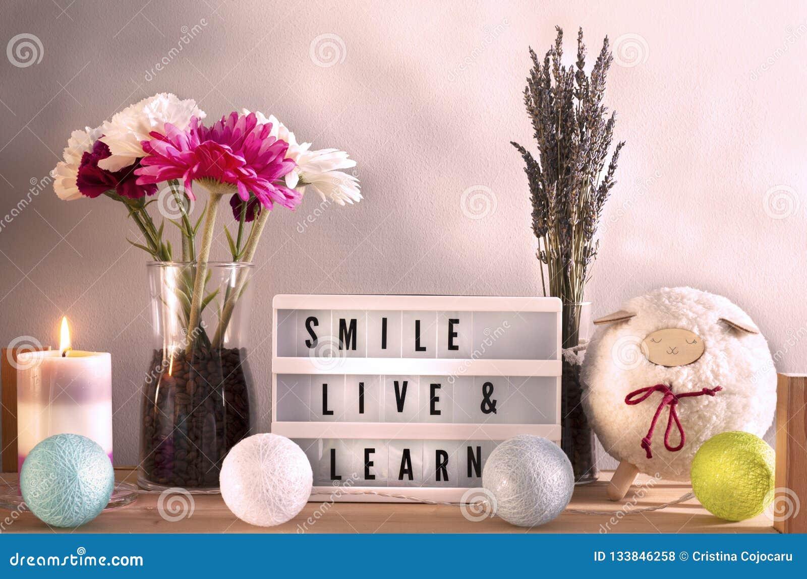 Kerze und Inneneinrichtung Lightbox mit inspirierend Mitteilung