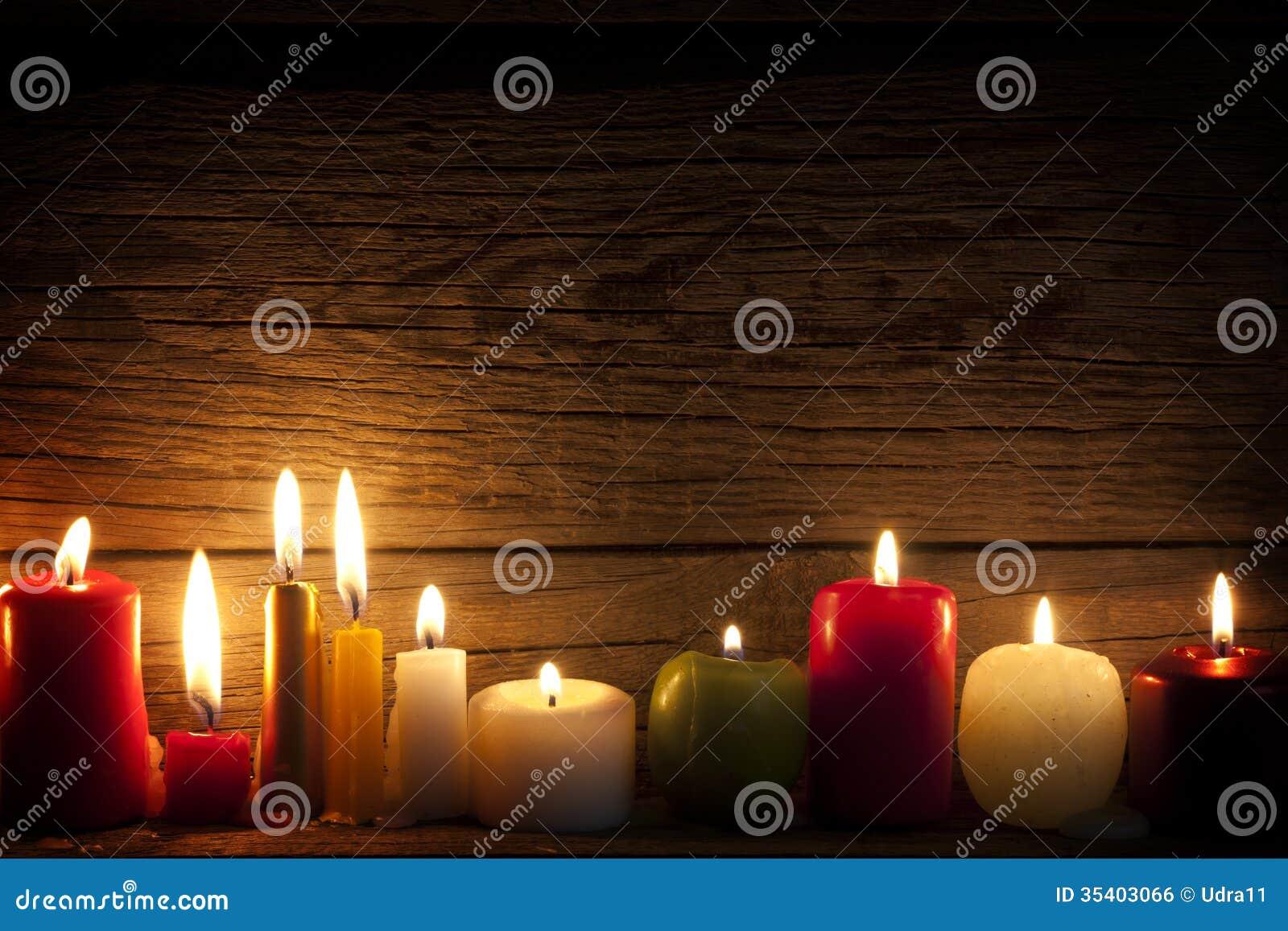 kerzen in der nacht in der weihnachtsstimmung stockfoto. Black Bedroom Furniture Sets. Home Design Ideas