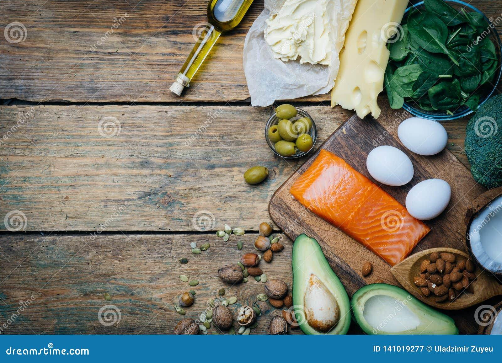 Ketogenic banta Feta produkter för låg carbshöjd Sund ätamat, fett för målplanprotein sund näring Keto-lunch