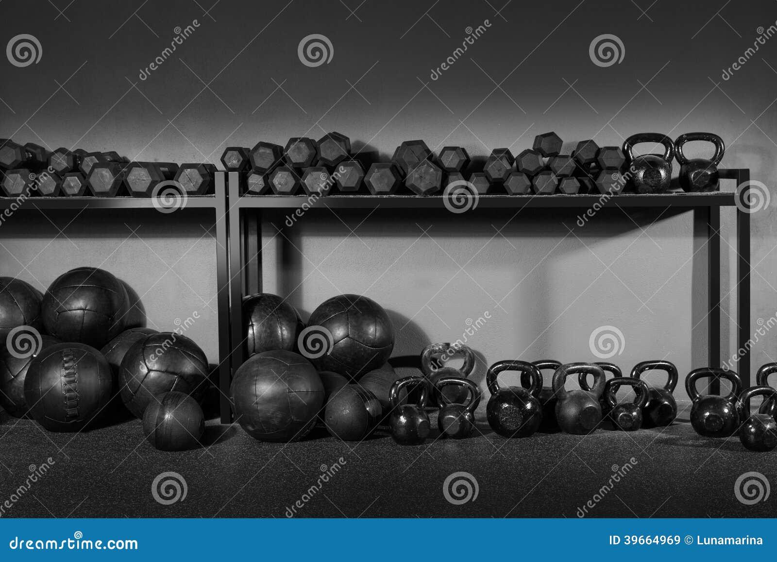 Kettlebell и спортзал тренировки веса гантели