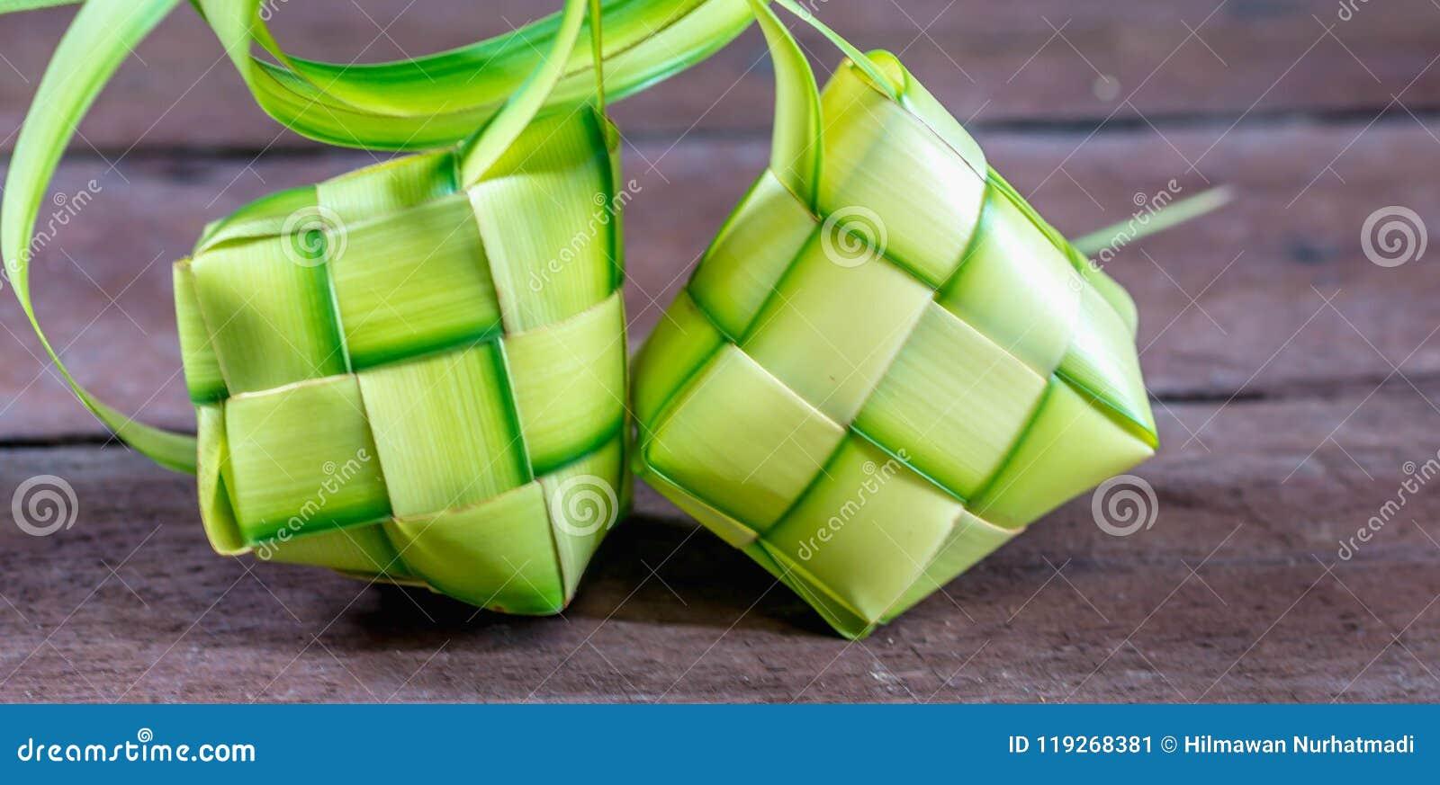 ` Ketupat ` :蒸的米包裹与被编织的年轻棕榈叶 从东南亚的传统食物