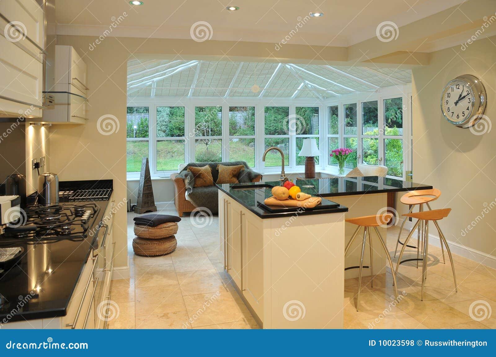 Keuken en serre stock foto afbeelding bestaande uit eiland