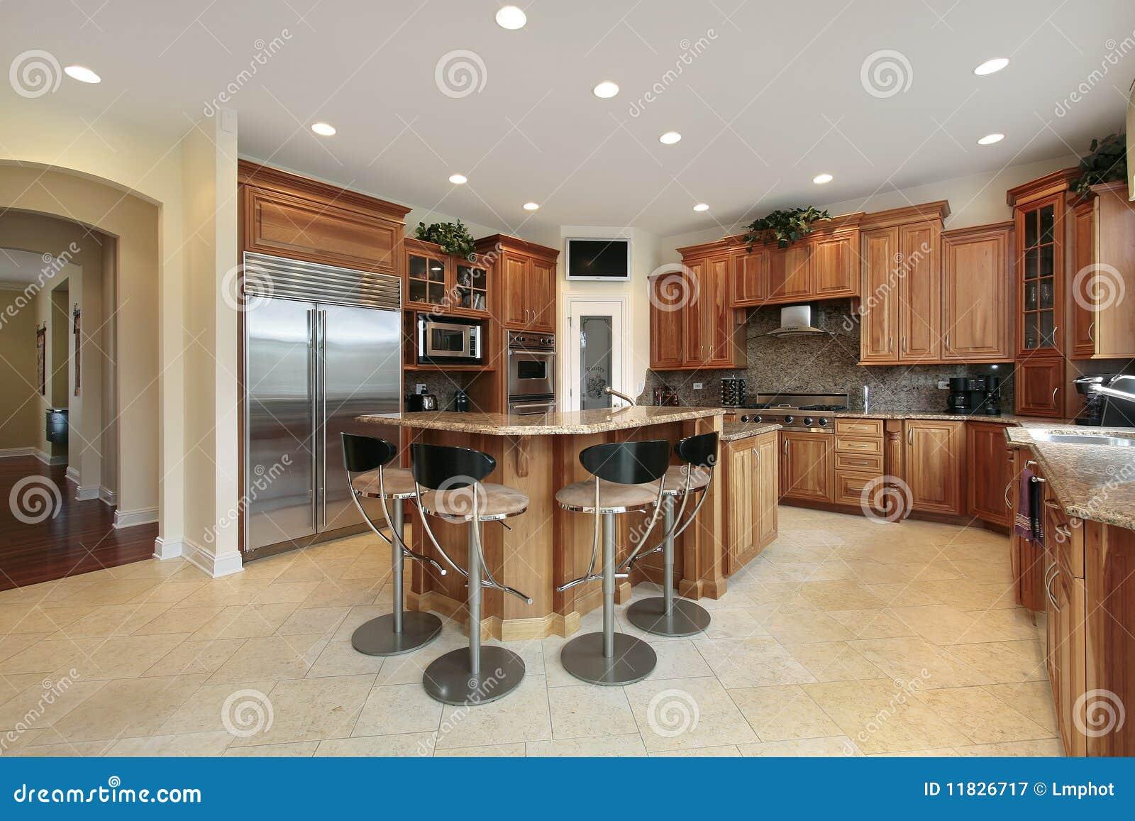 Barkrukken keukens : Keuken met barkrukken royalty vrije stock fotografie afbeelding