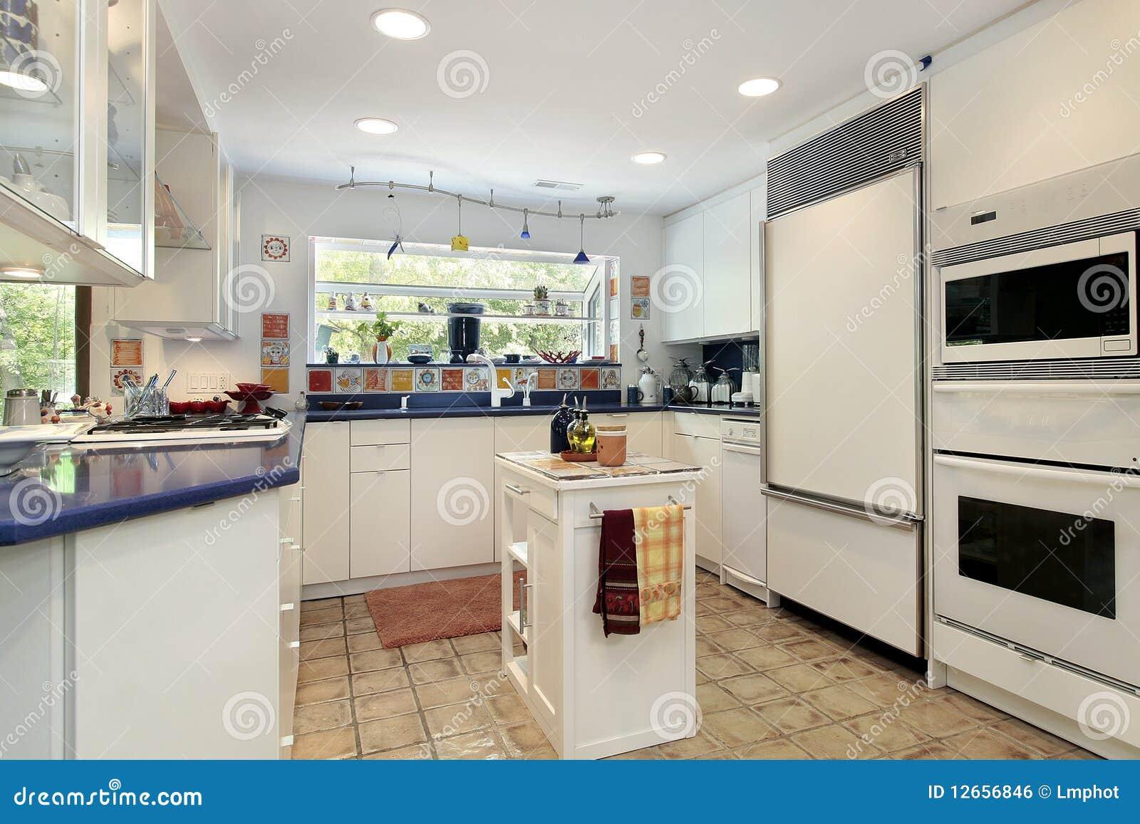 Keuken met blauwe countertops royalty vrije stock afbeelding afbeelding 12656846 - Keuken met teller ...