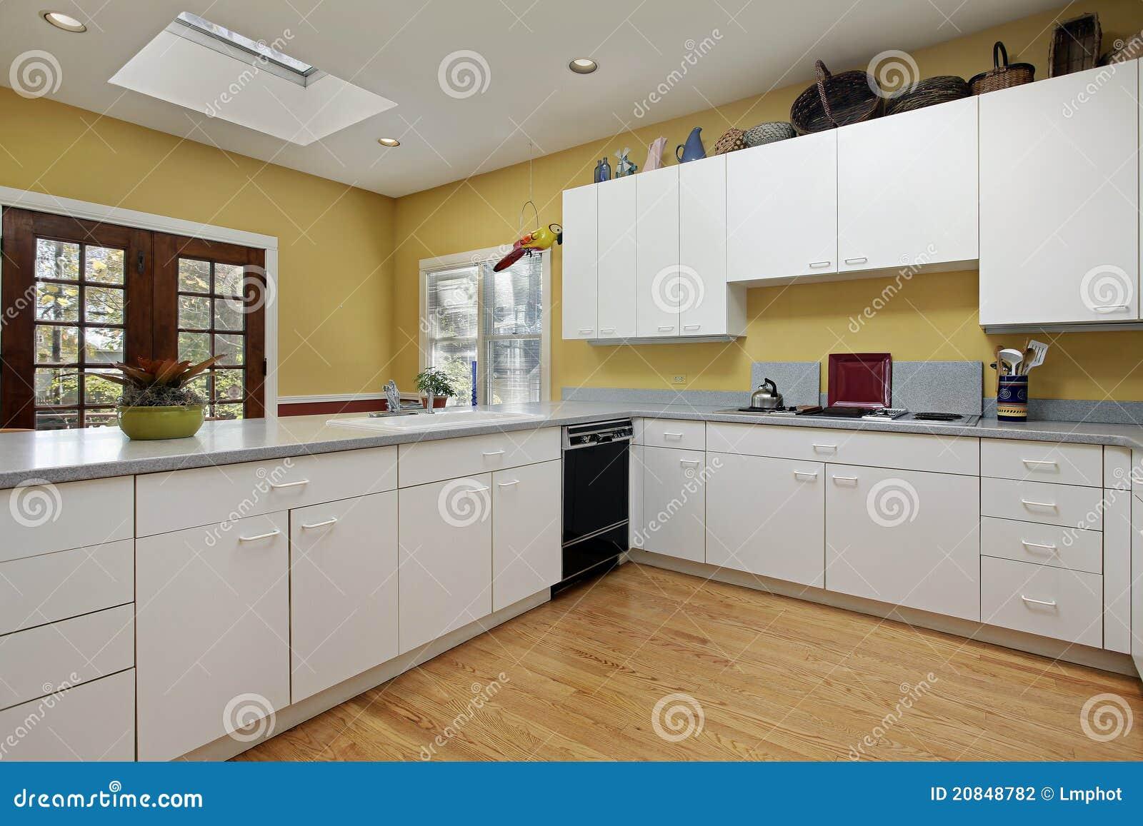 Keuken met dakraam stock foto afbeelding bestaande uit teller 20848782 - Keuken met teller ...