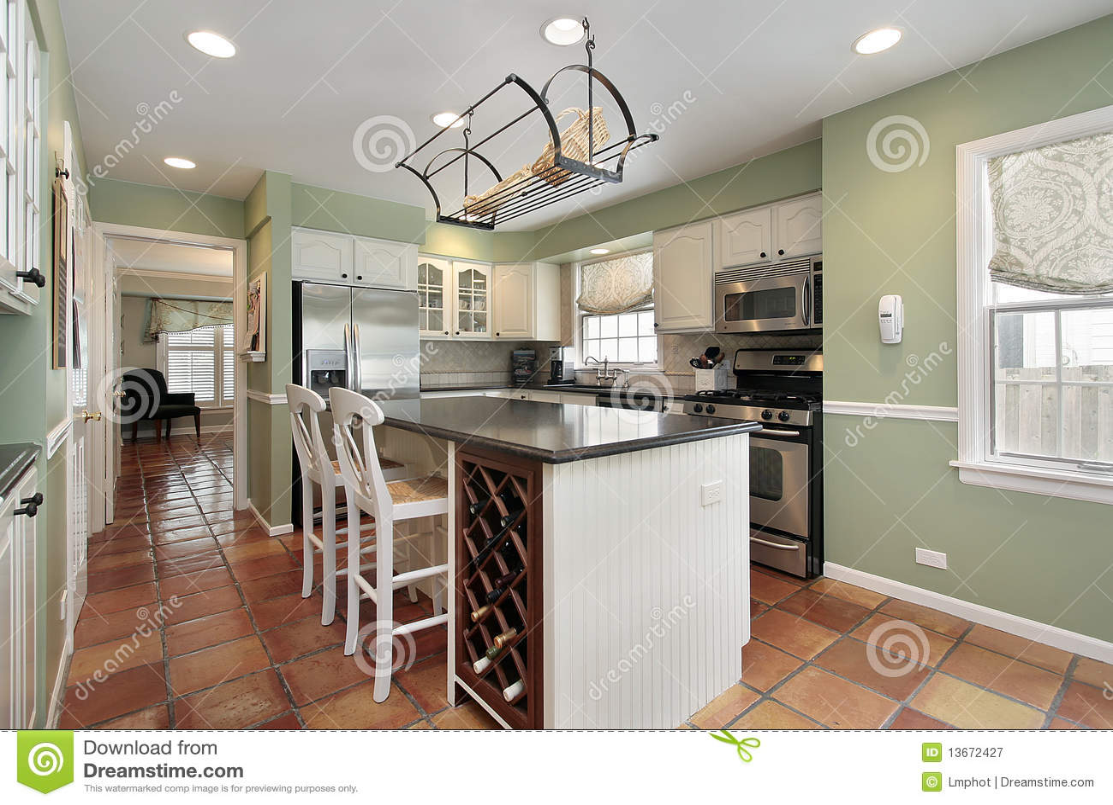 Keuken met de tegel van de terracottavloer