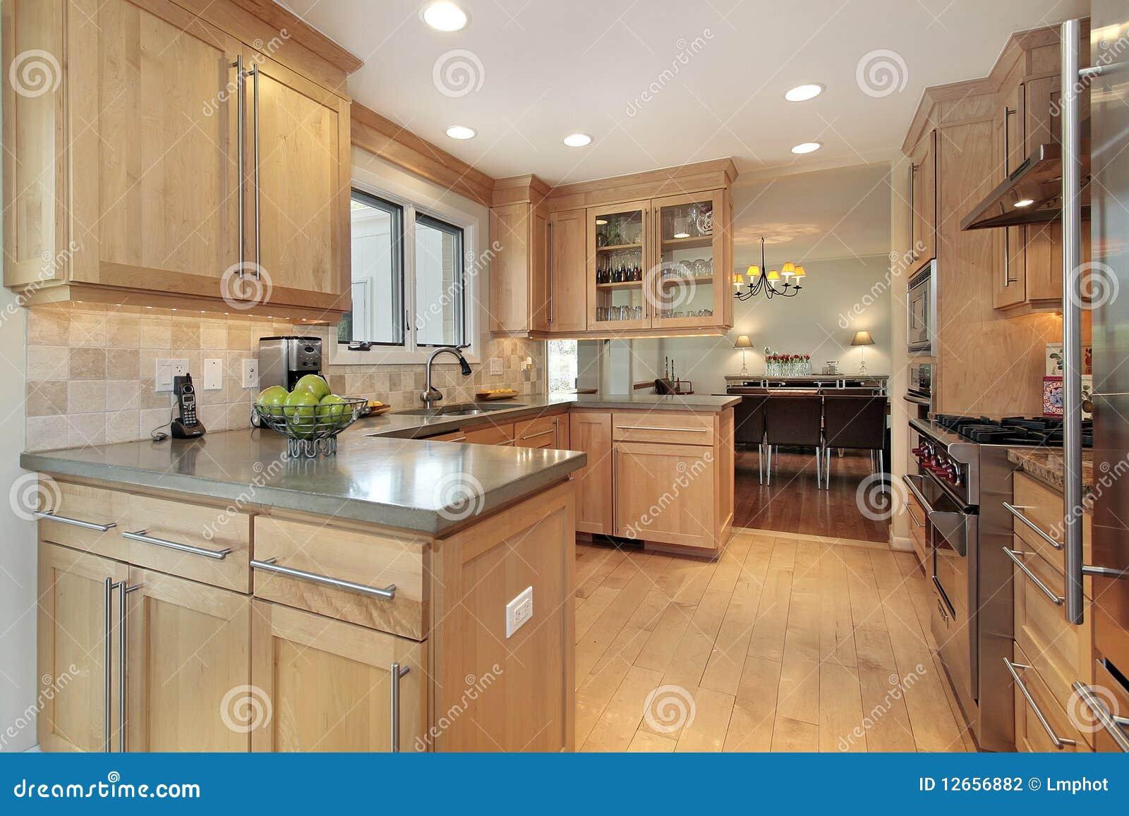 Keuken met eiken hout het met panelen bekleden stock foto afbeelding 12656882 - Keuken met teller ...