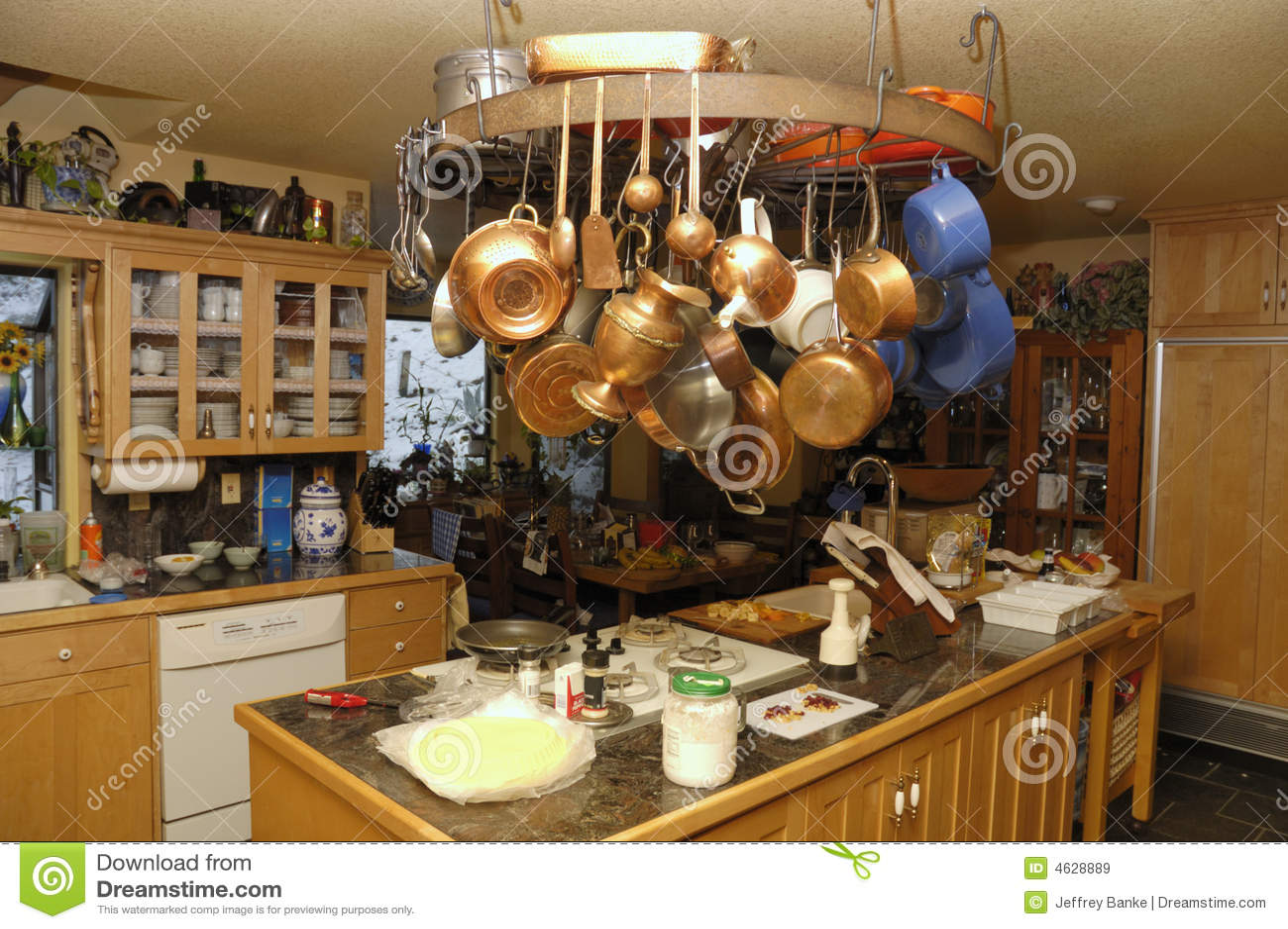 Keuken met eiland en wiel stock afbeelding afbeelding bestaande uit gootsteen 4628889 - Keuken met teller ...