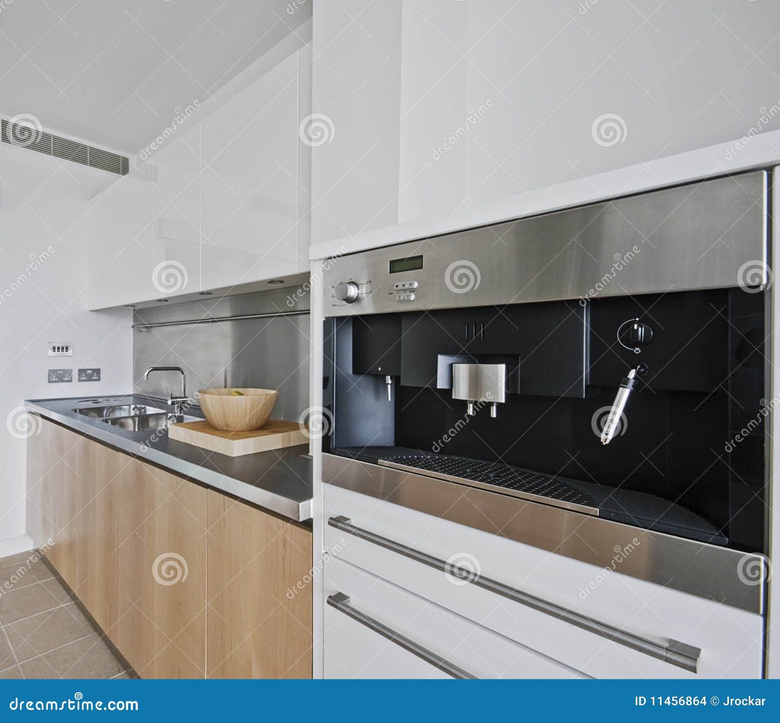 Keuken met gebouwd in koffiemachine stock foto afbeelding 11456864 - Keuken met teller ...