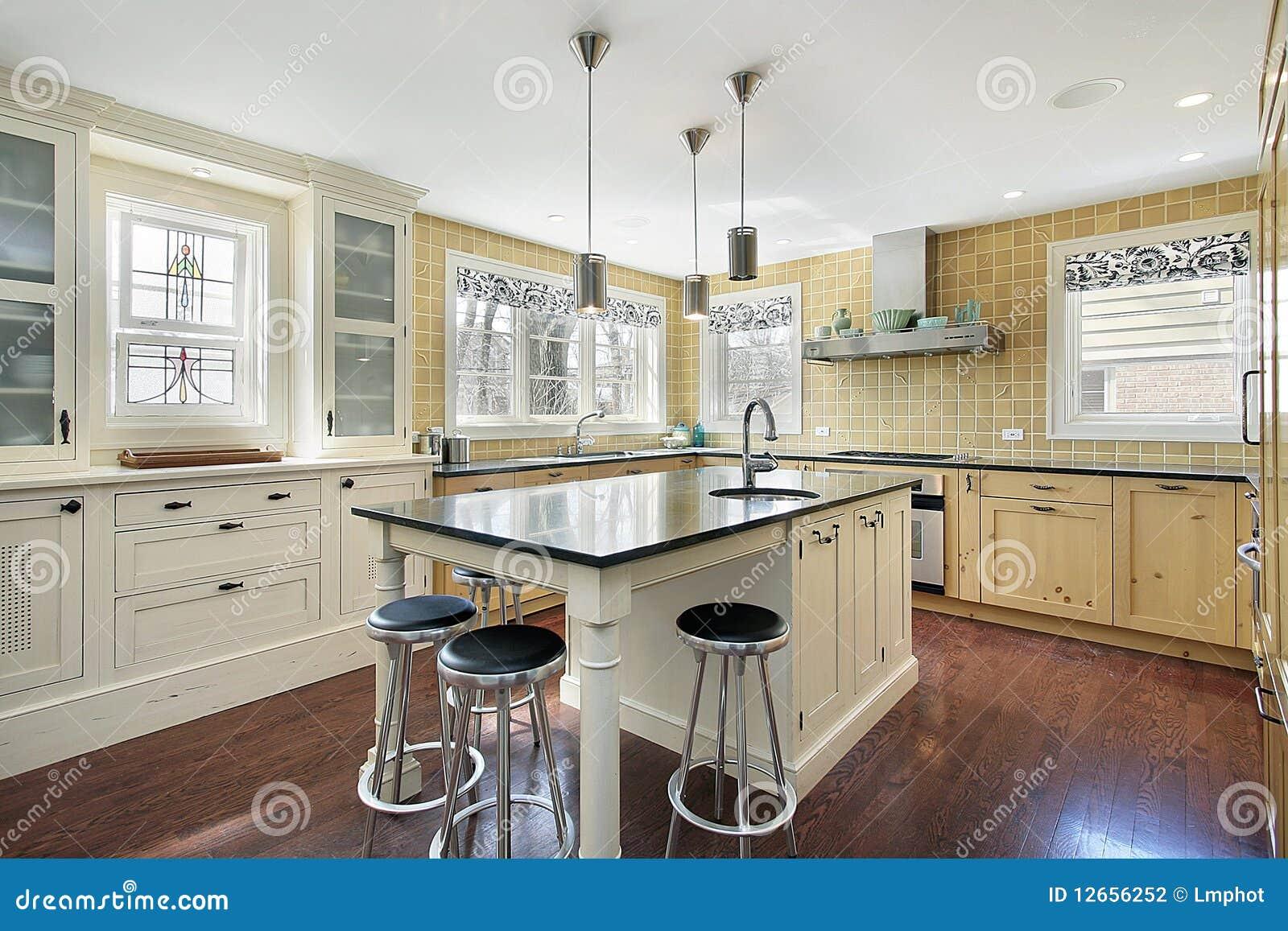 Gele Keuken 6 : Keuken met gele tegel stock foto. afbeelding bestaande uit nieuw