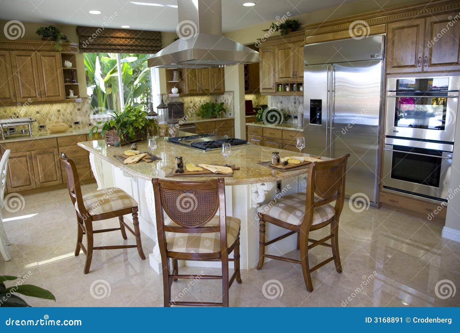 Keuken met groot eiland